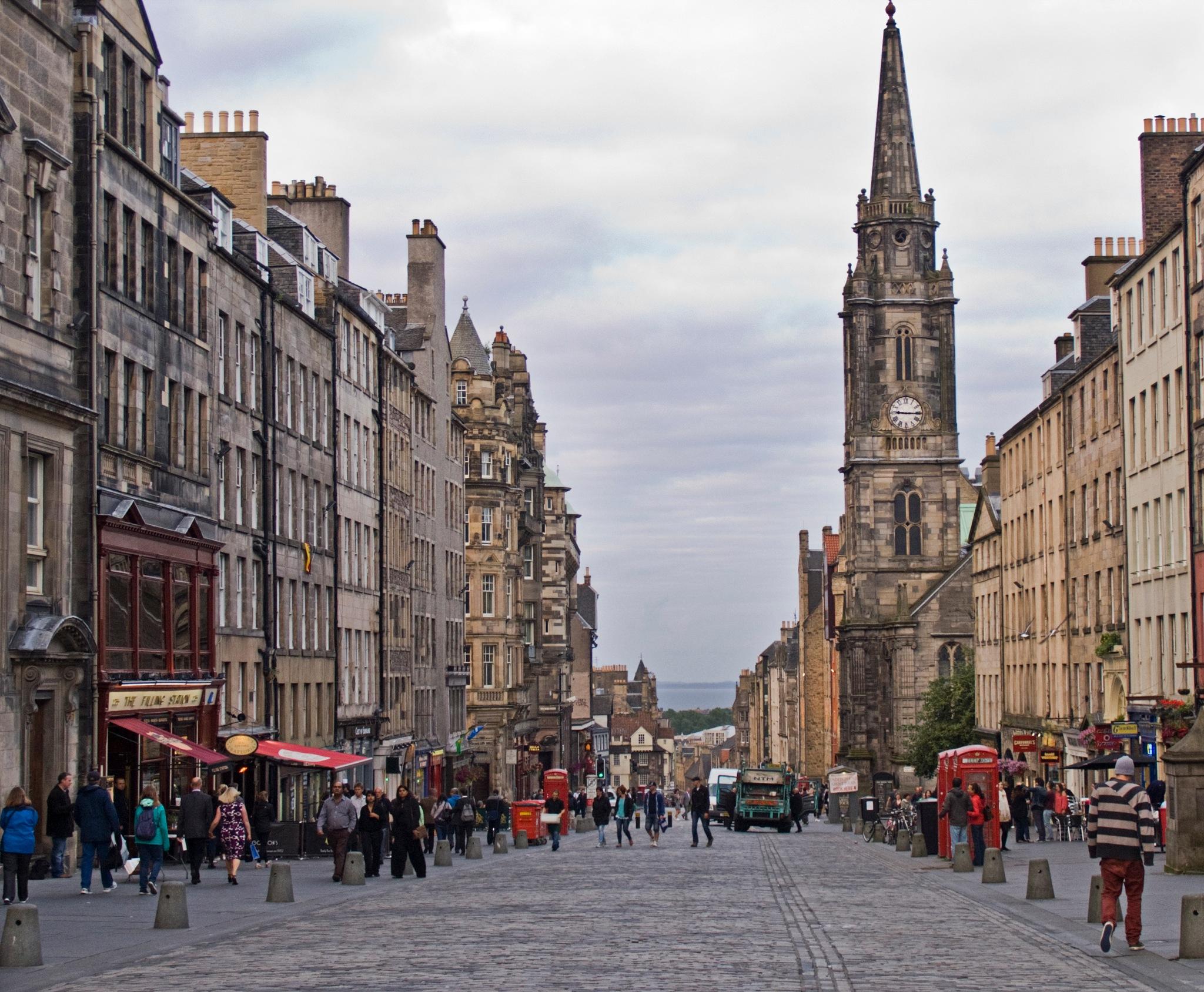 Edinburgh, Royal Mile by Dan Cohen