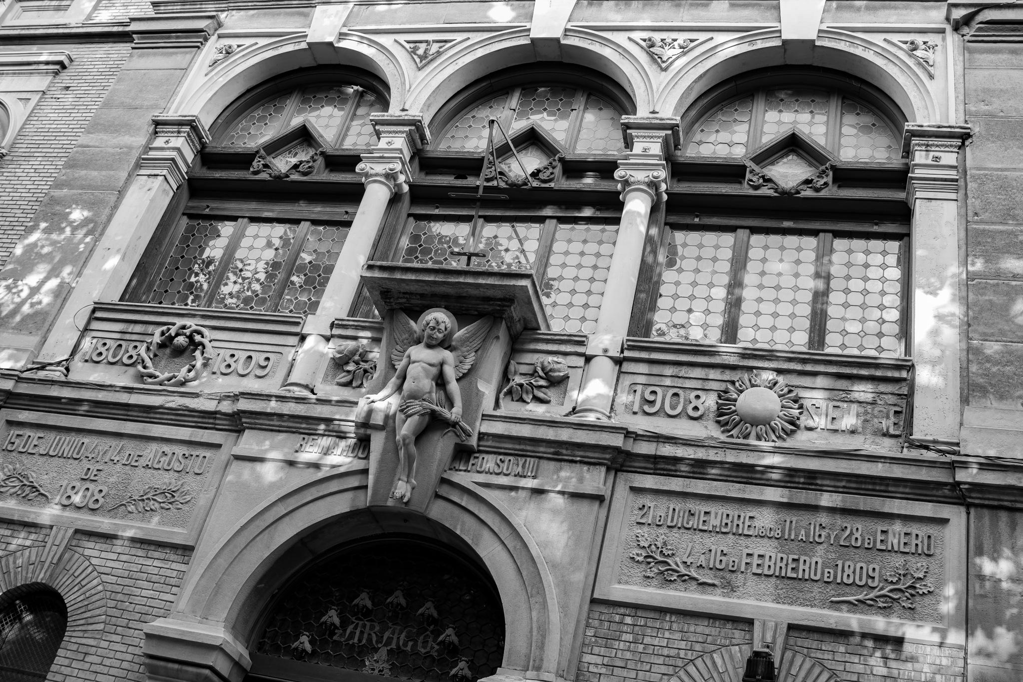 Fachada de la antigua Escuela de Artes de Zaragoza by Fernando Yanguas Morera