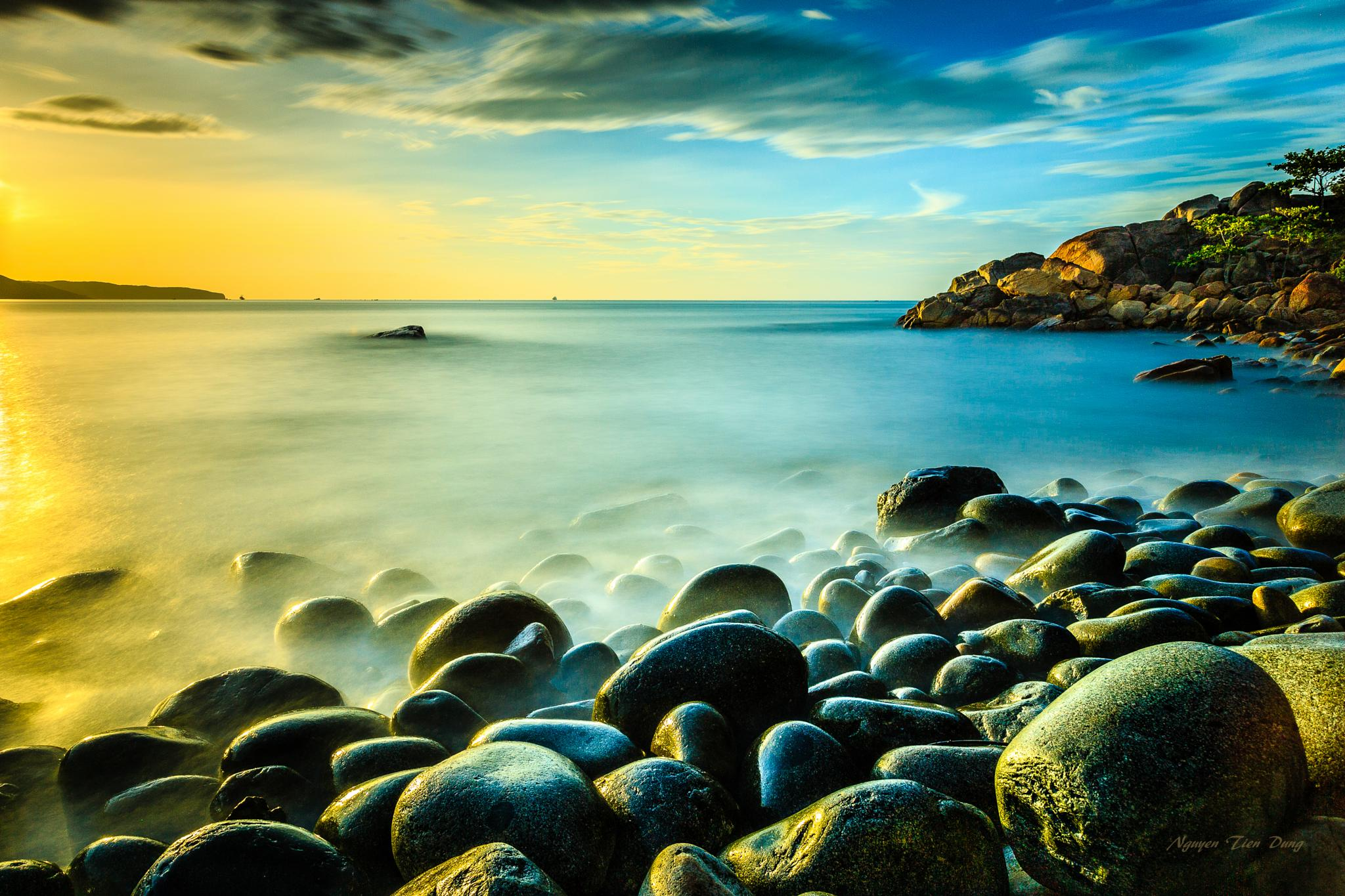 The dawn on the rocks-beach  by NGUYEN T