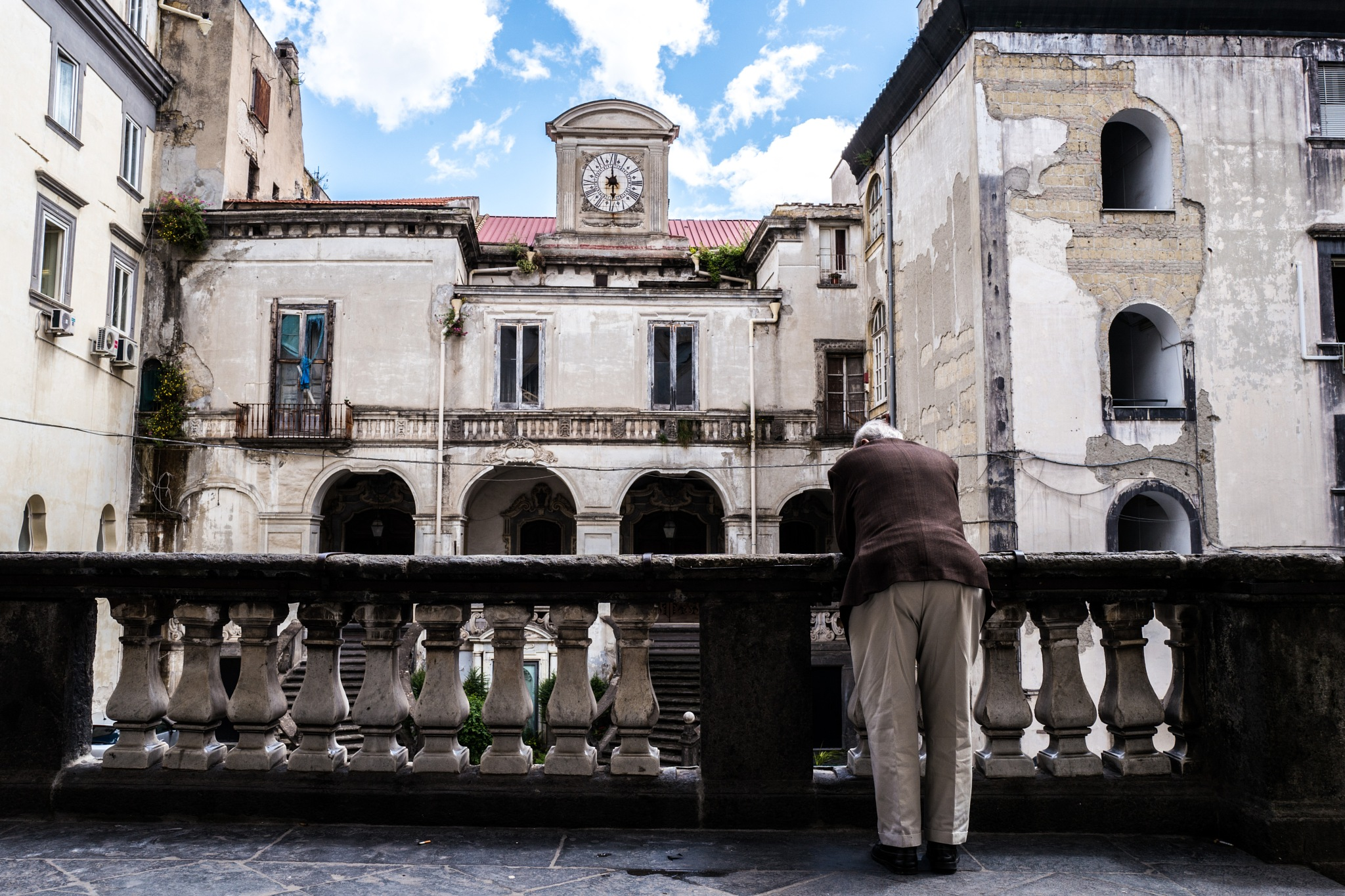 the man appeared at the loggia by federicorighi