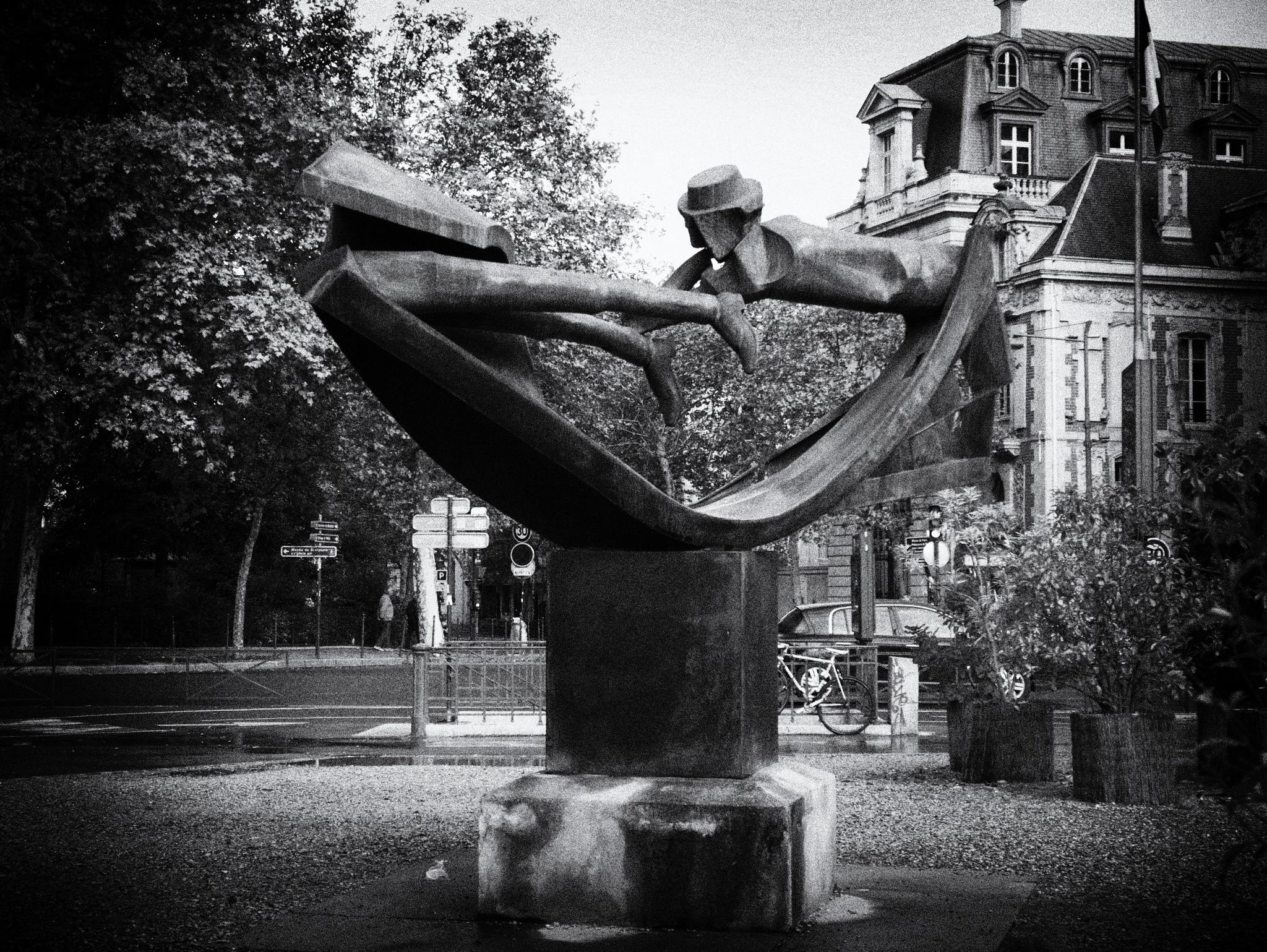 Paris statue by TonyG