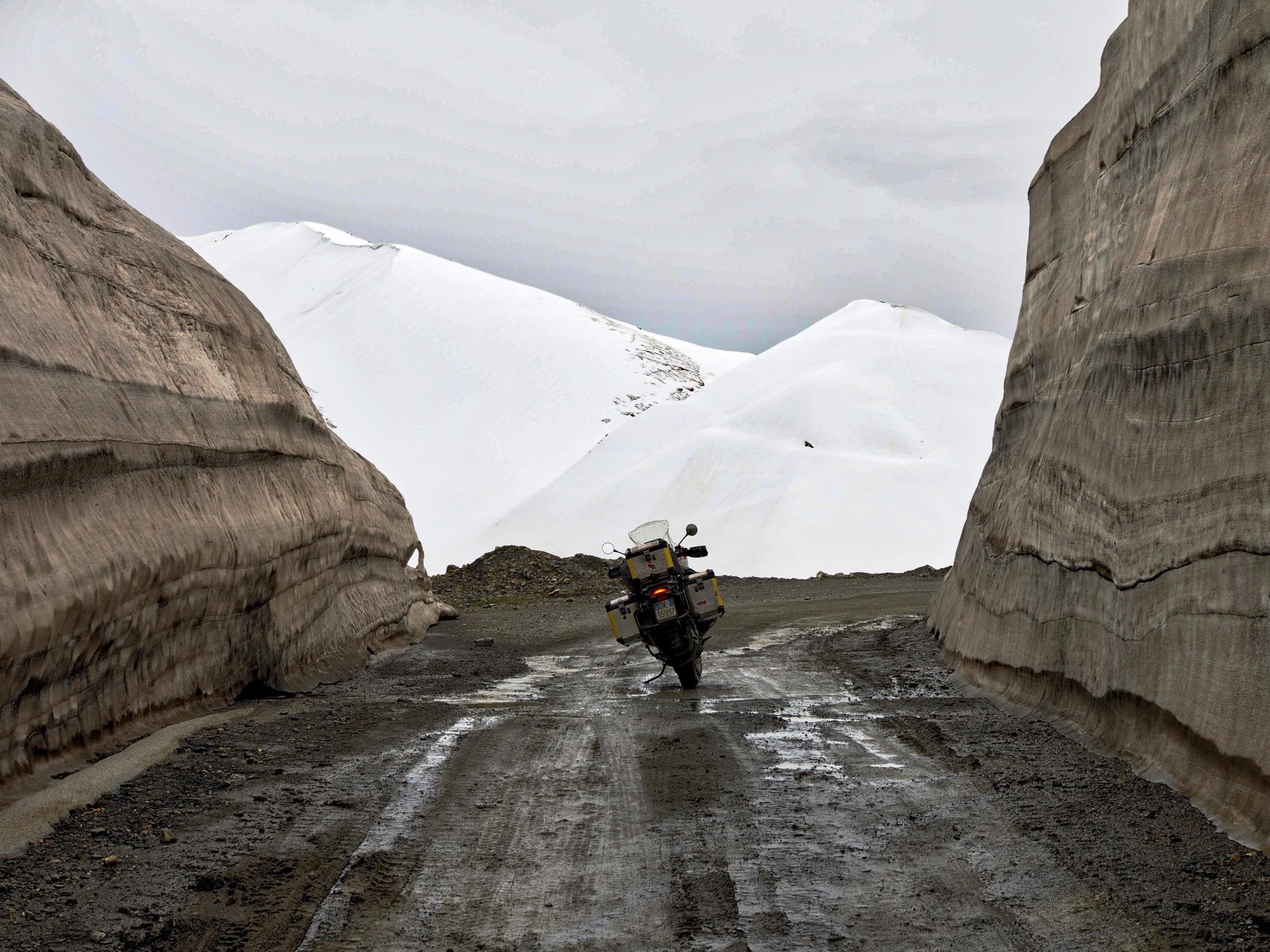 Muddy trail into the white by Dietrik Vr