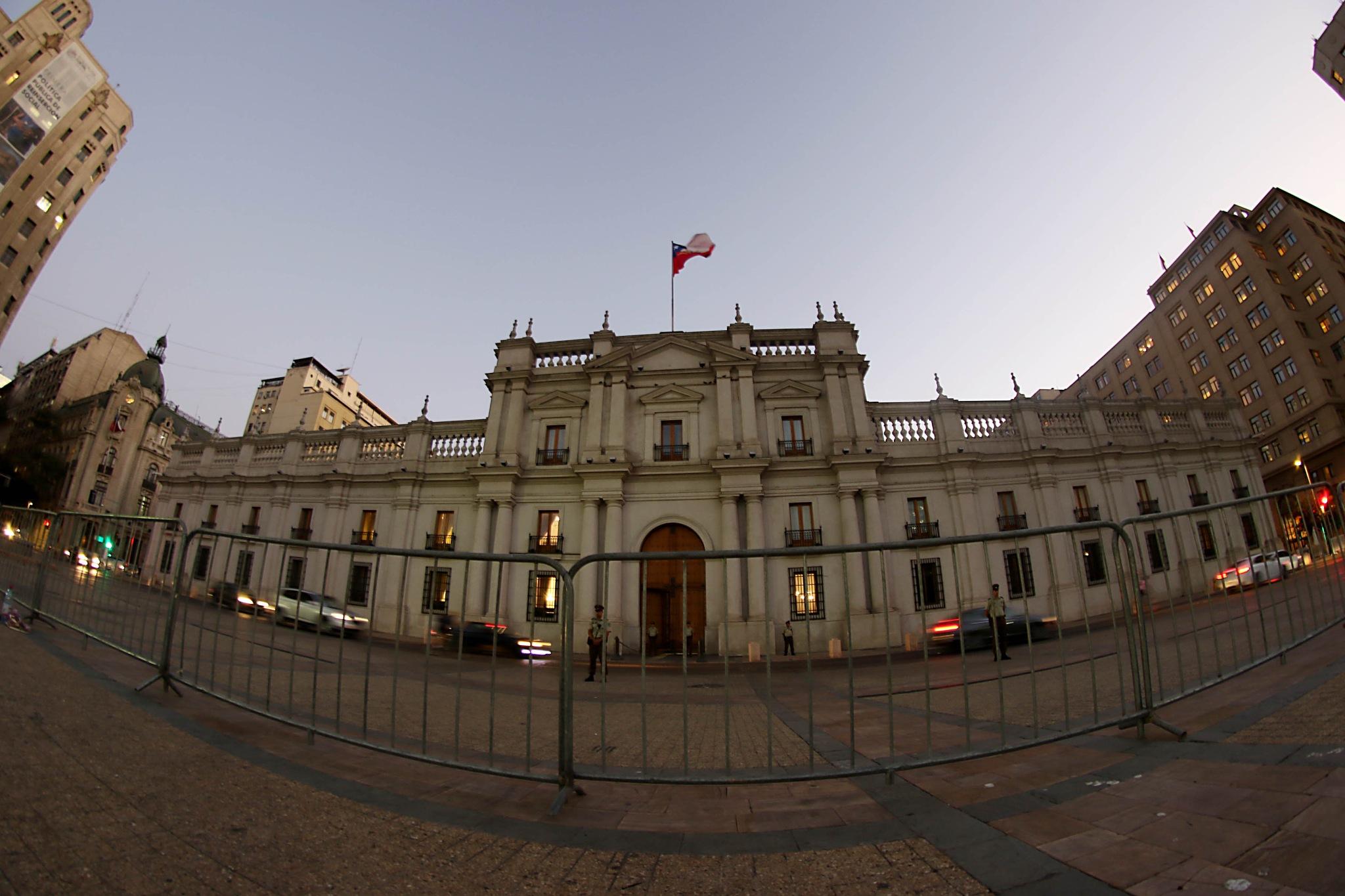 Palacio de la Moneda by Colectivo Flashderelleno