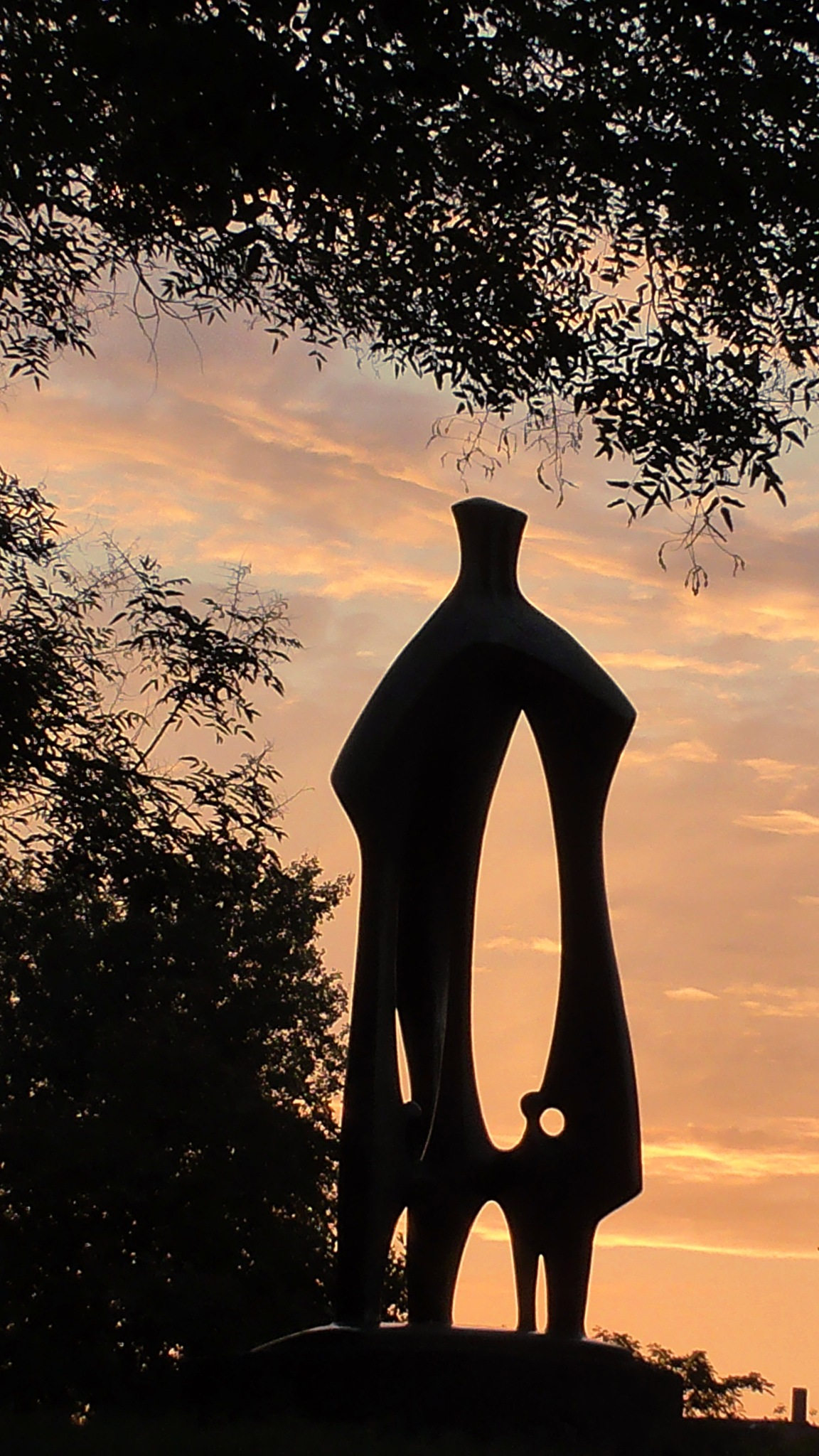 statue in dawn light by evakalocsay