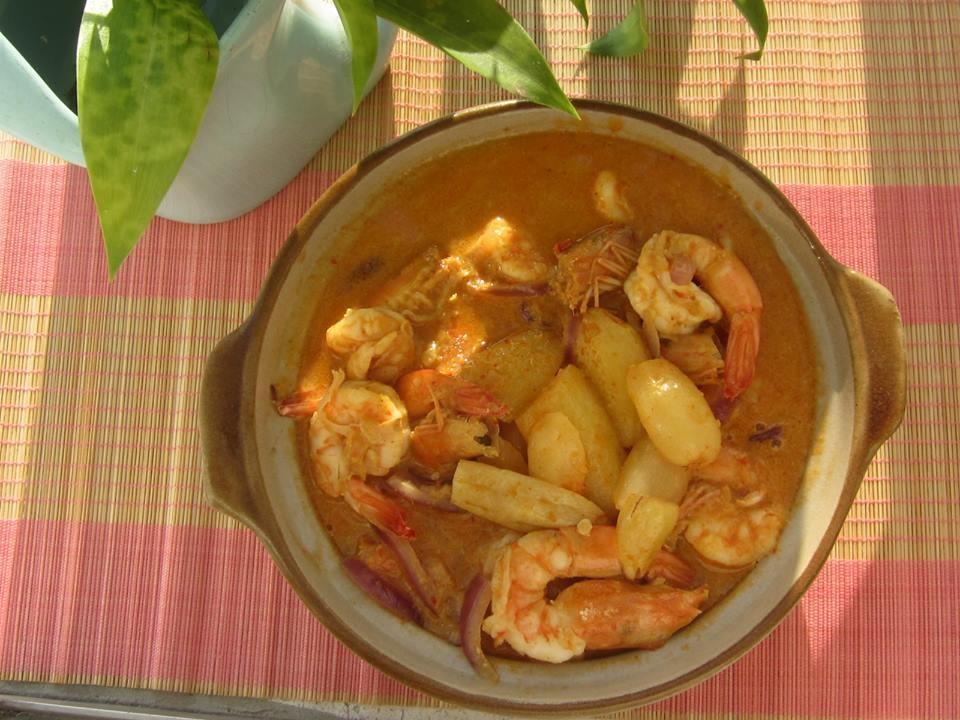 Shrimp with bilimbi fruit curry by amie
