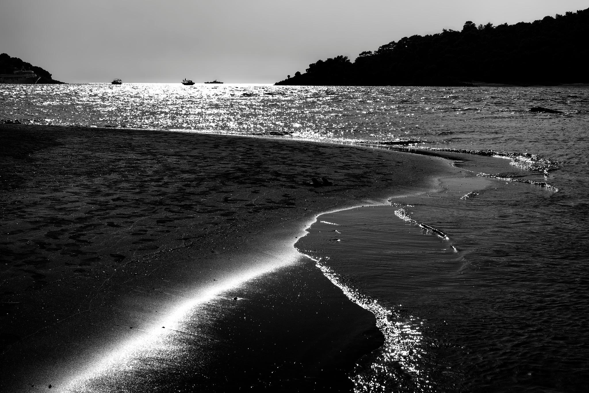 sea-scape by Muhsin Özcan