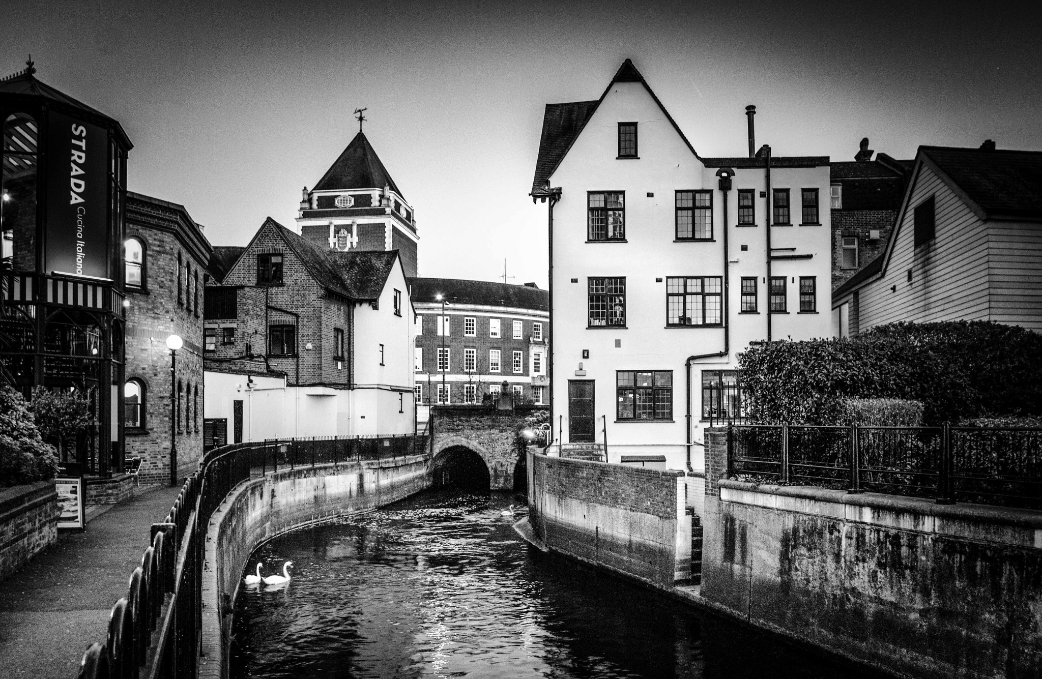 City... by Przemek Sliwinski (crazyofl)
