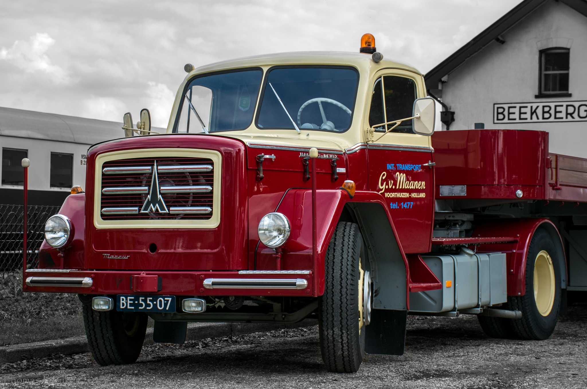 old truck by ThomasBeuker