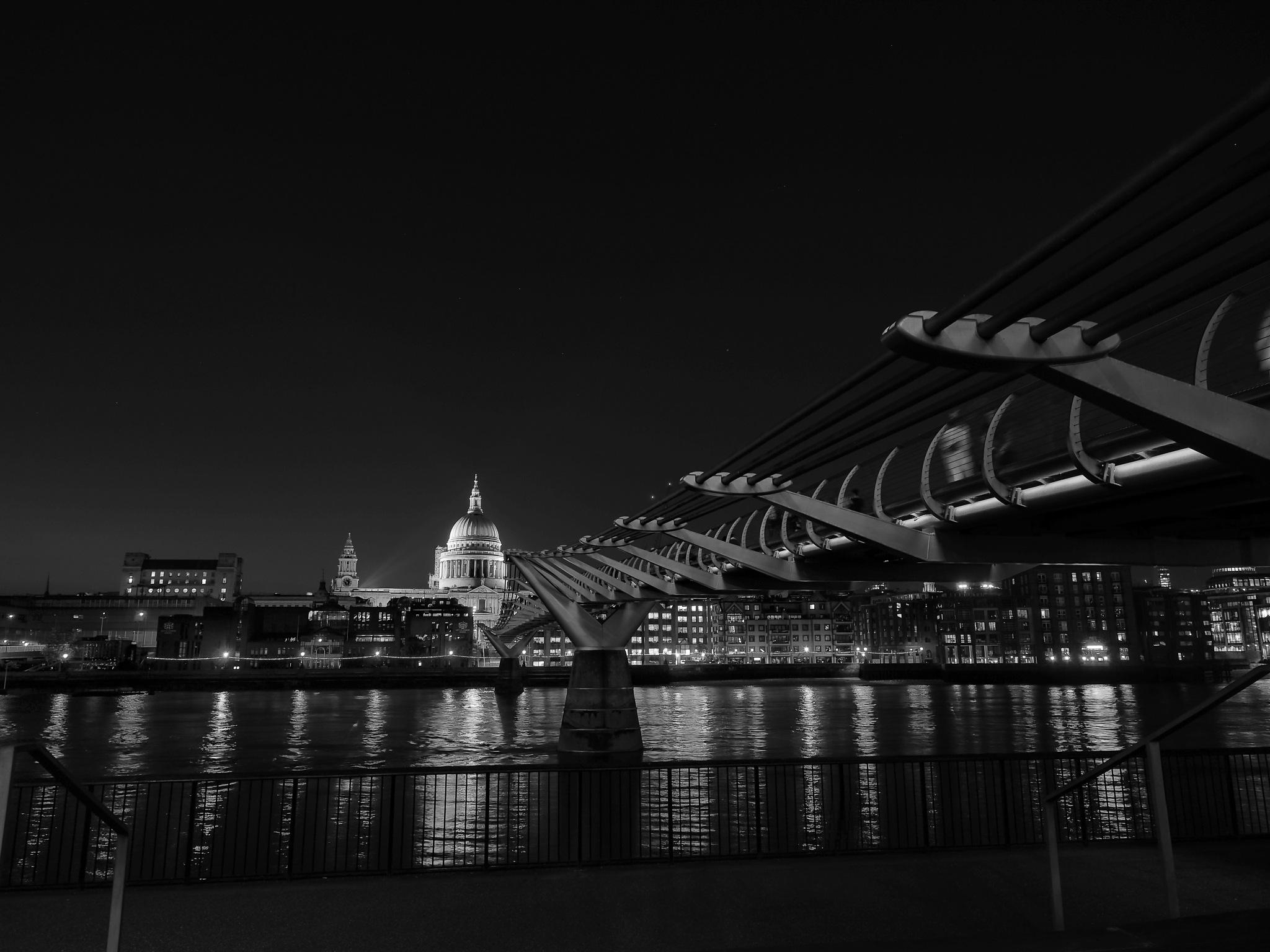 Millennium Bridge & St Pauls by David Oliver