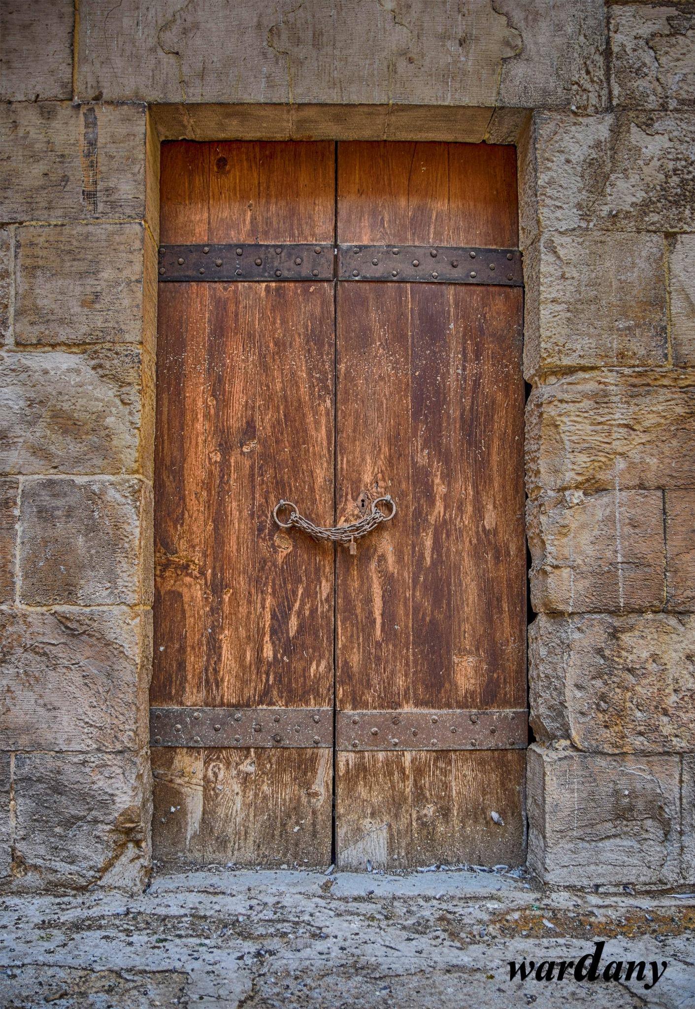 old door by wardanyboody