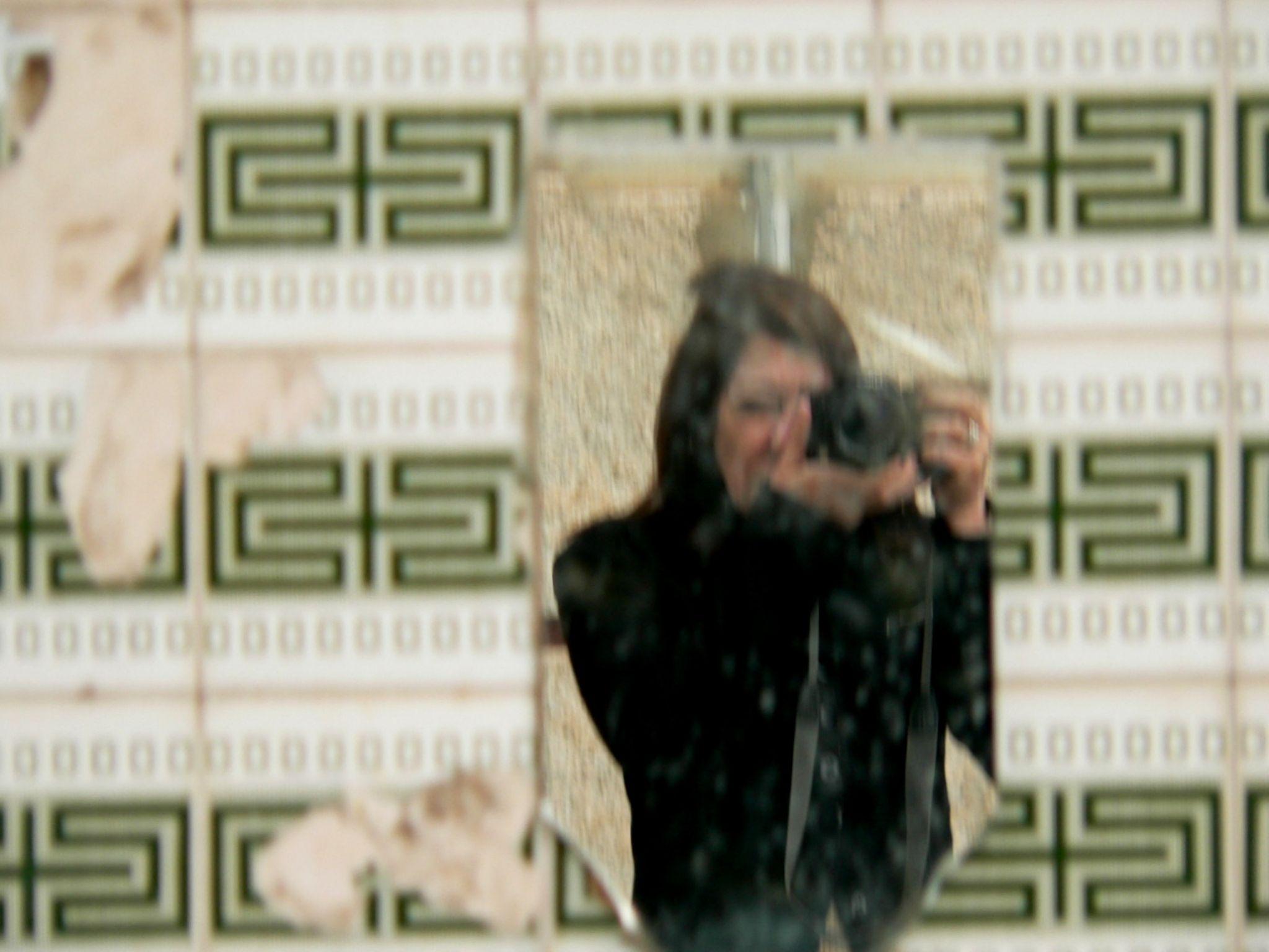 The wall had a mirror by Ana Botelho