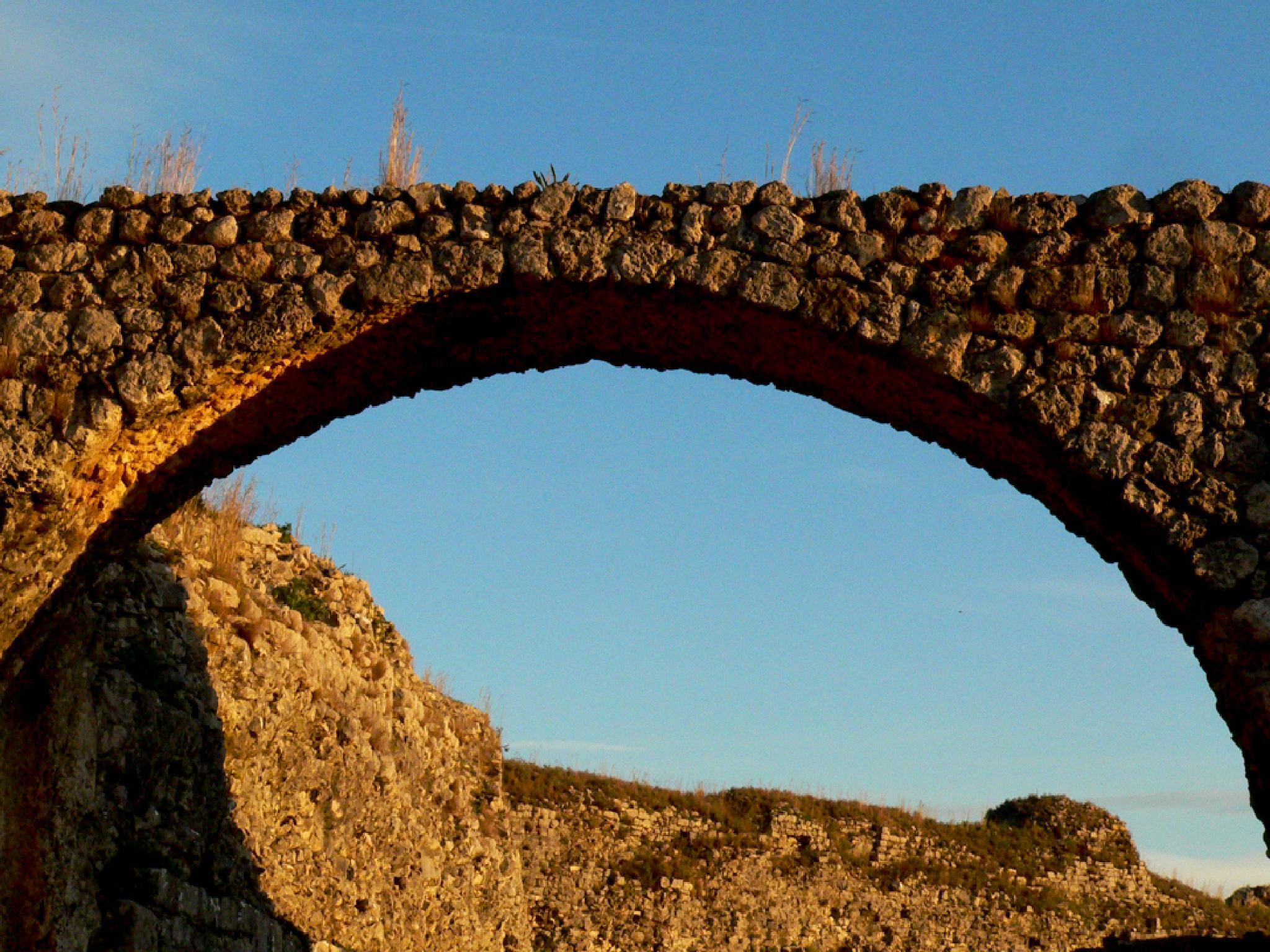 roman arch by Ana Botelho