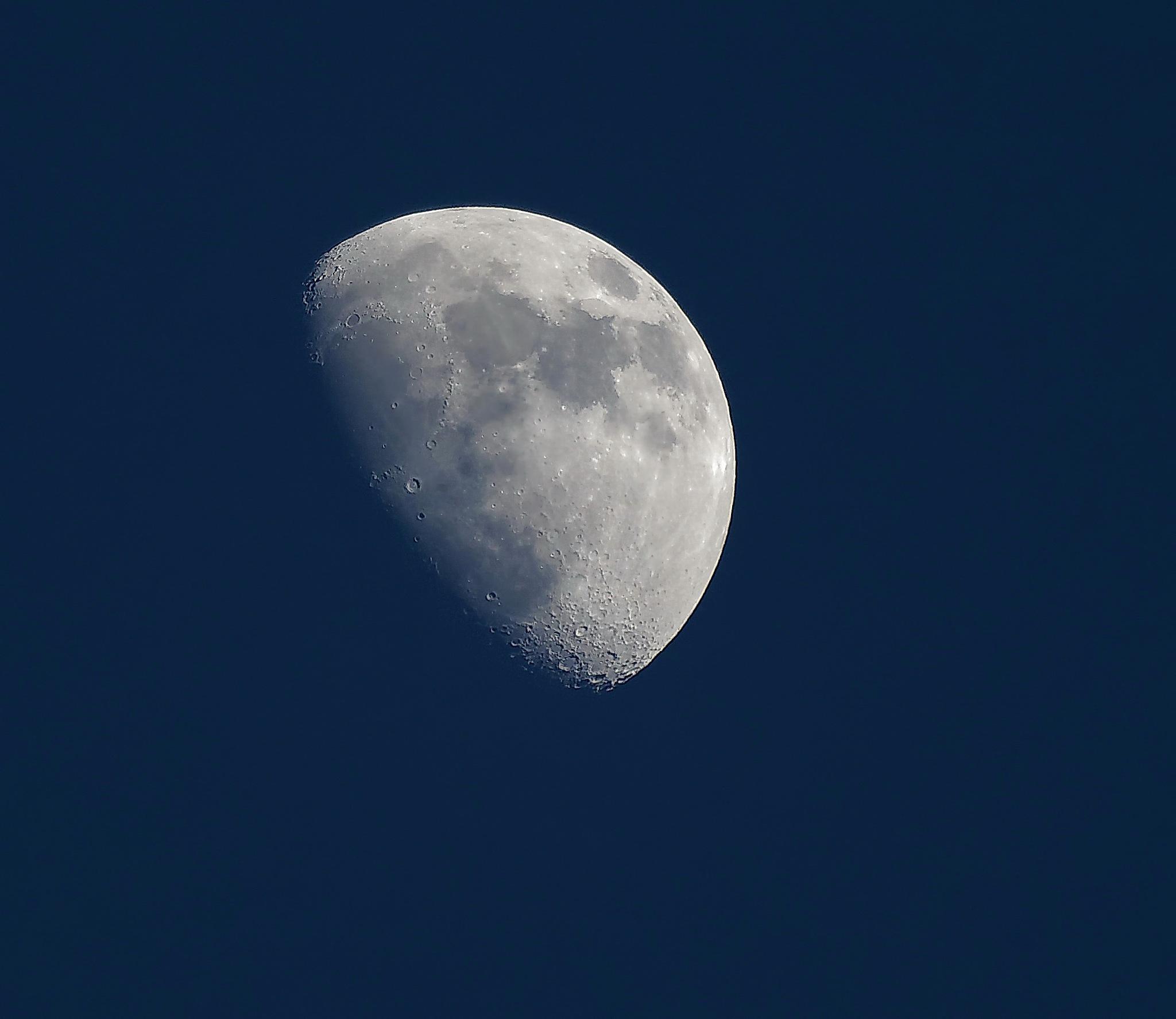 La Lune à l'heure bleue. by BernardSerge