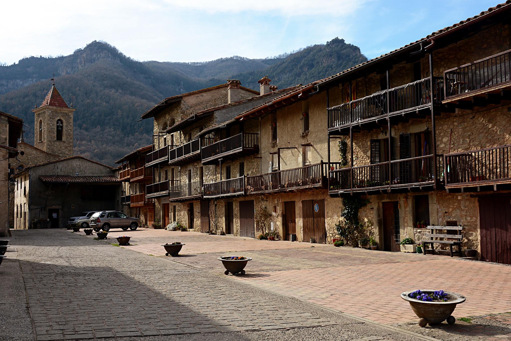 Hostalets d`en Bas by Josep Vallès