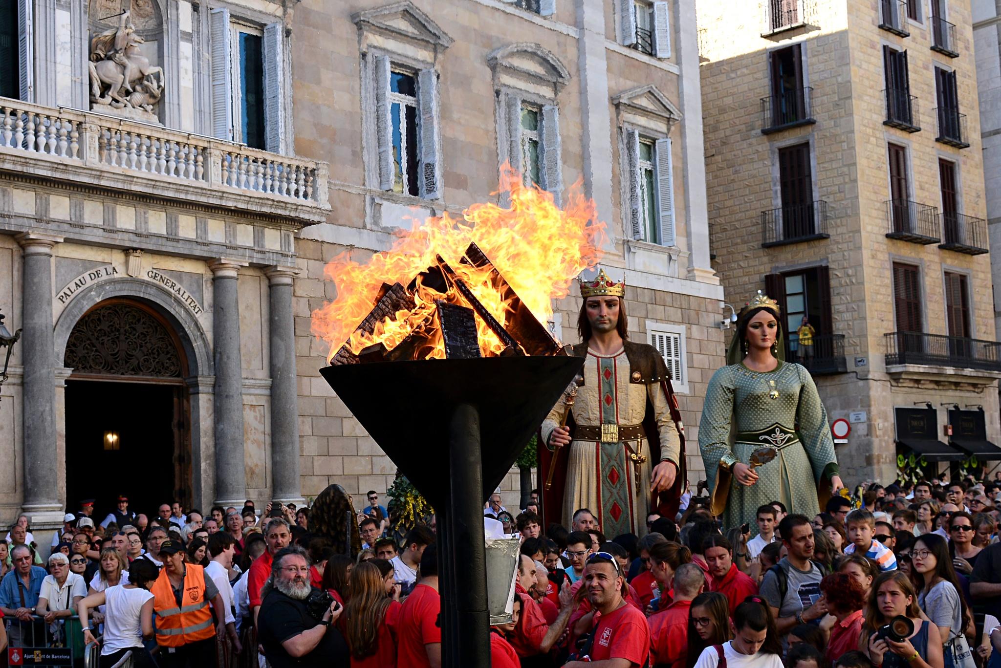 Flama del Canigó by Josep Vallès