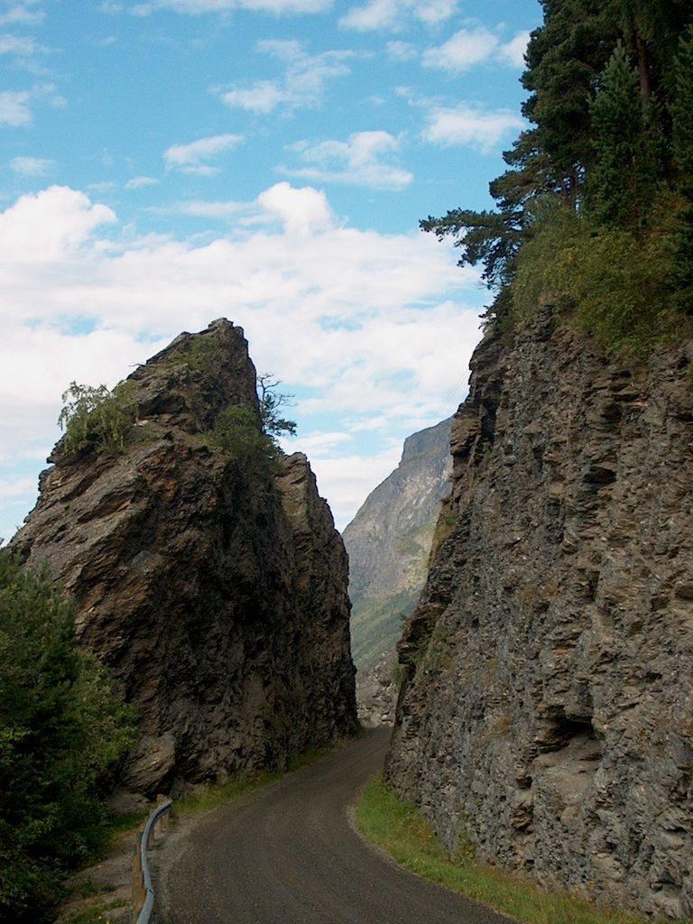 Between rocks by norbtach