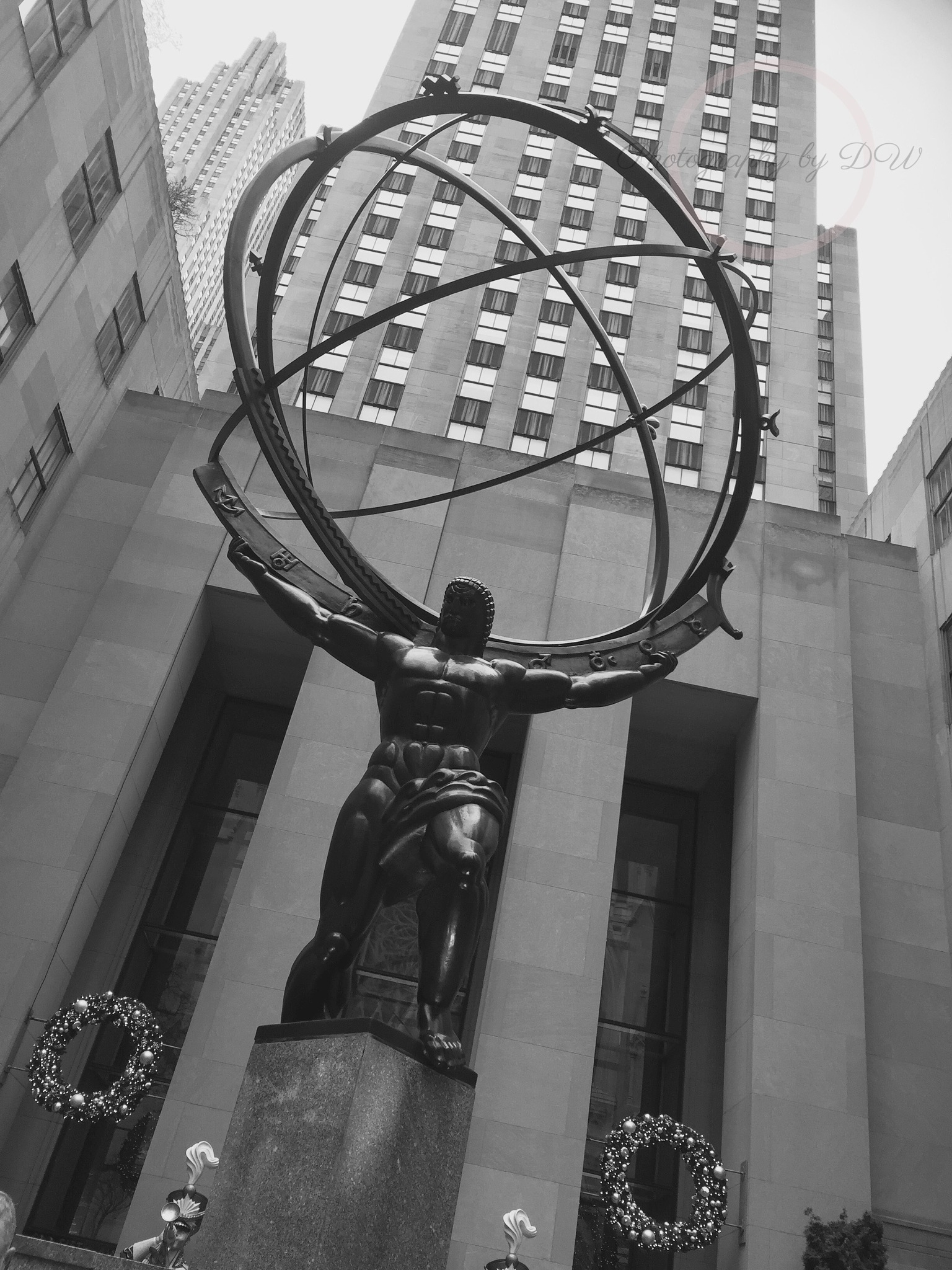 The world on his shoulders - New York - The statue of Atlas by Desirée Wahlhed