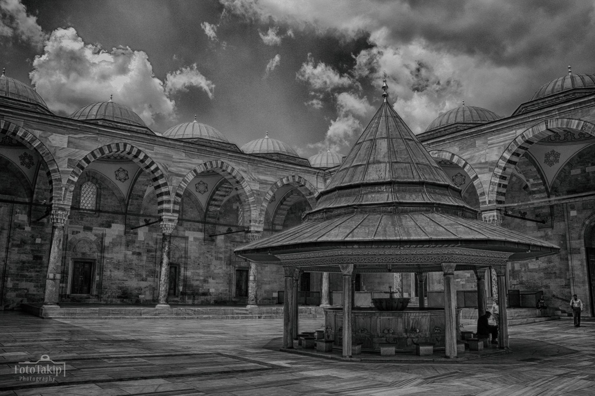 Fatih Camii avlusu     Fatih /ISTANBUL / TURKEY by FotoTakip Photography