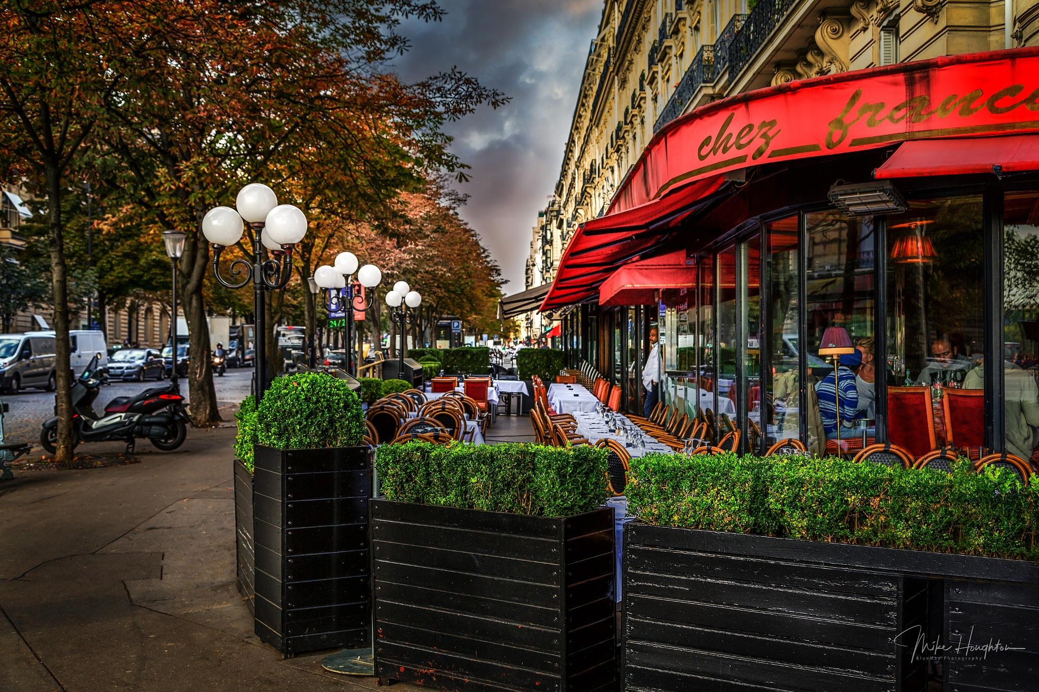 Chez Francais sidewalk cafe, Paris. by BlueMax Photography