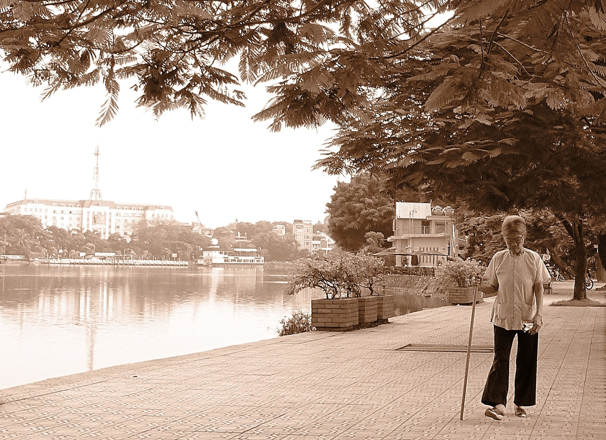 Hanoi . An afternoon stroll by marcosarli
