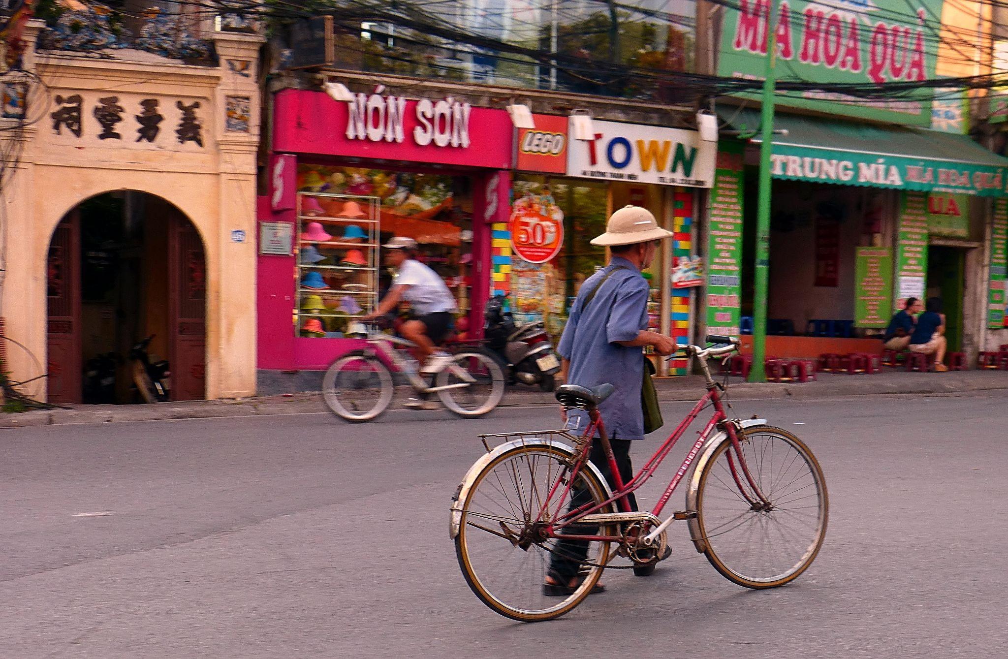 Hanoi . Urban explorer by marcosarli