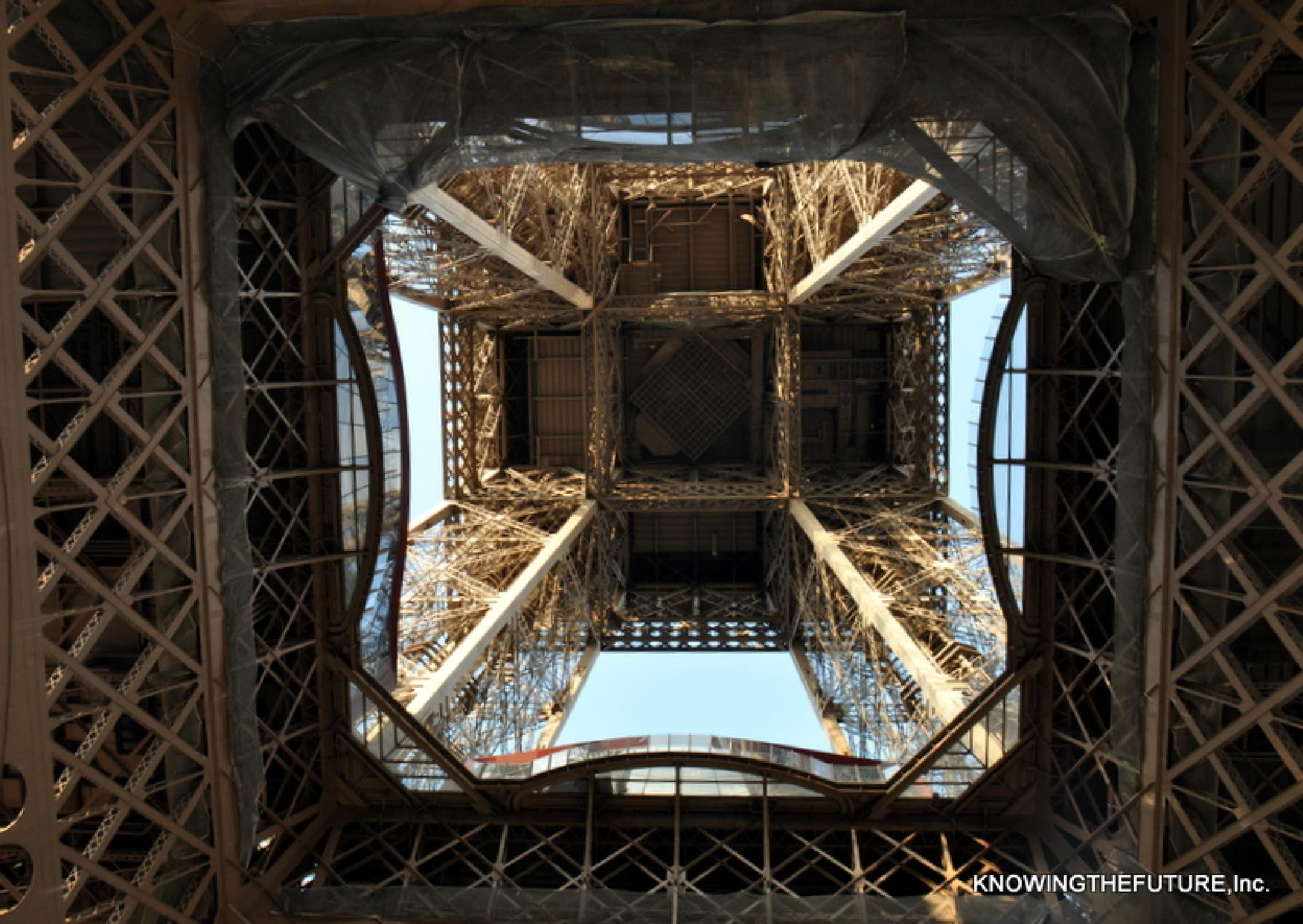 Under The Eiffel Tower by knowingthefuture