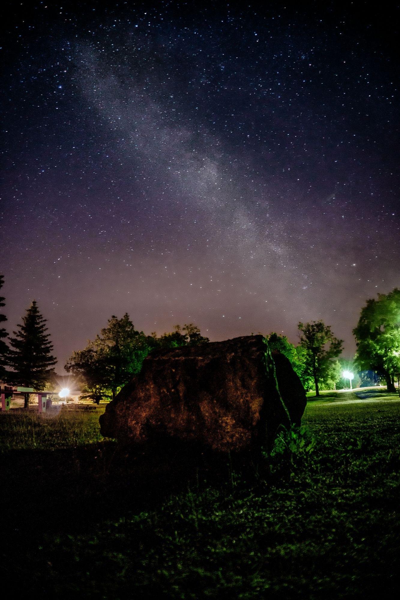 a stary night by NicNixon