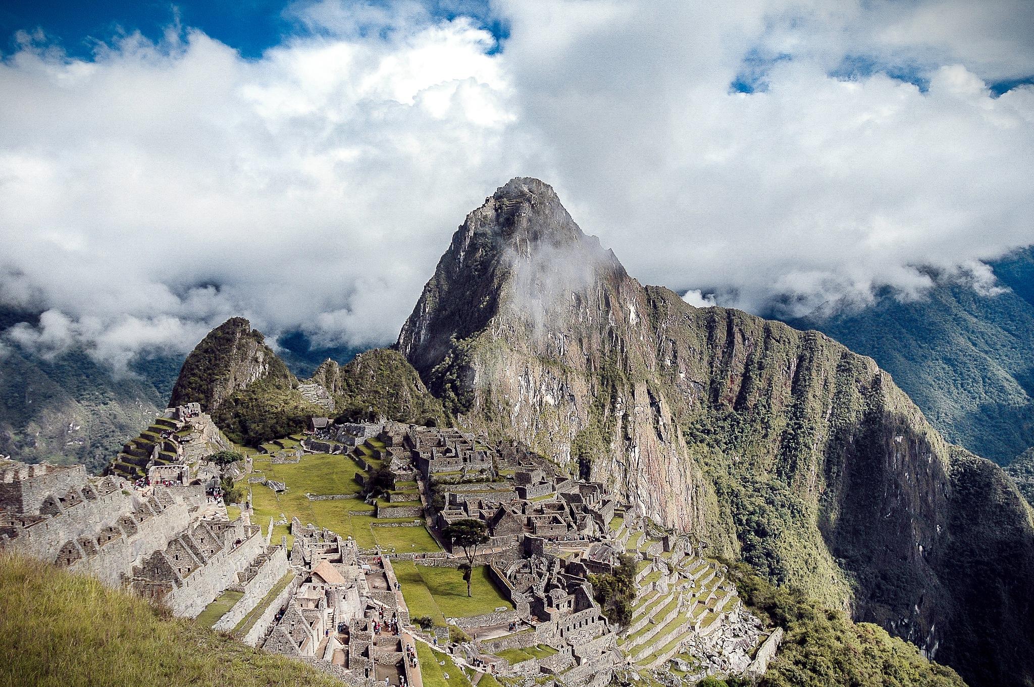 Machu Picchu by Walter Coz Farje