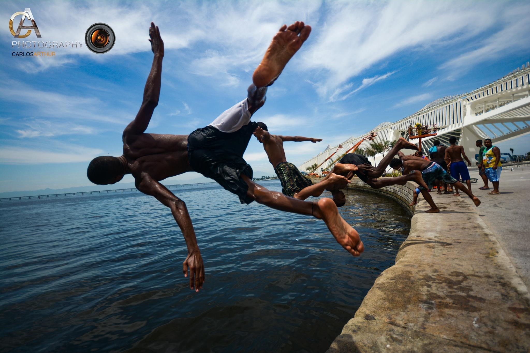 Meninos Saltadores da Praça Mauá - Rio de Janeiro by Carlos Arthur Photography