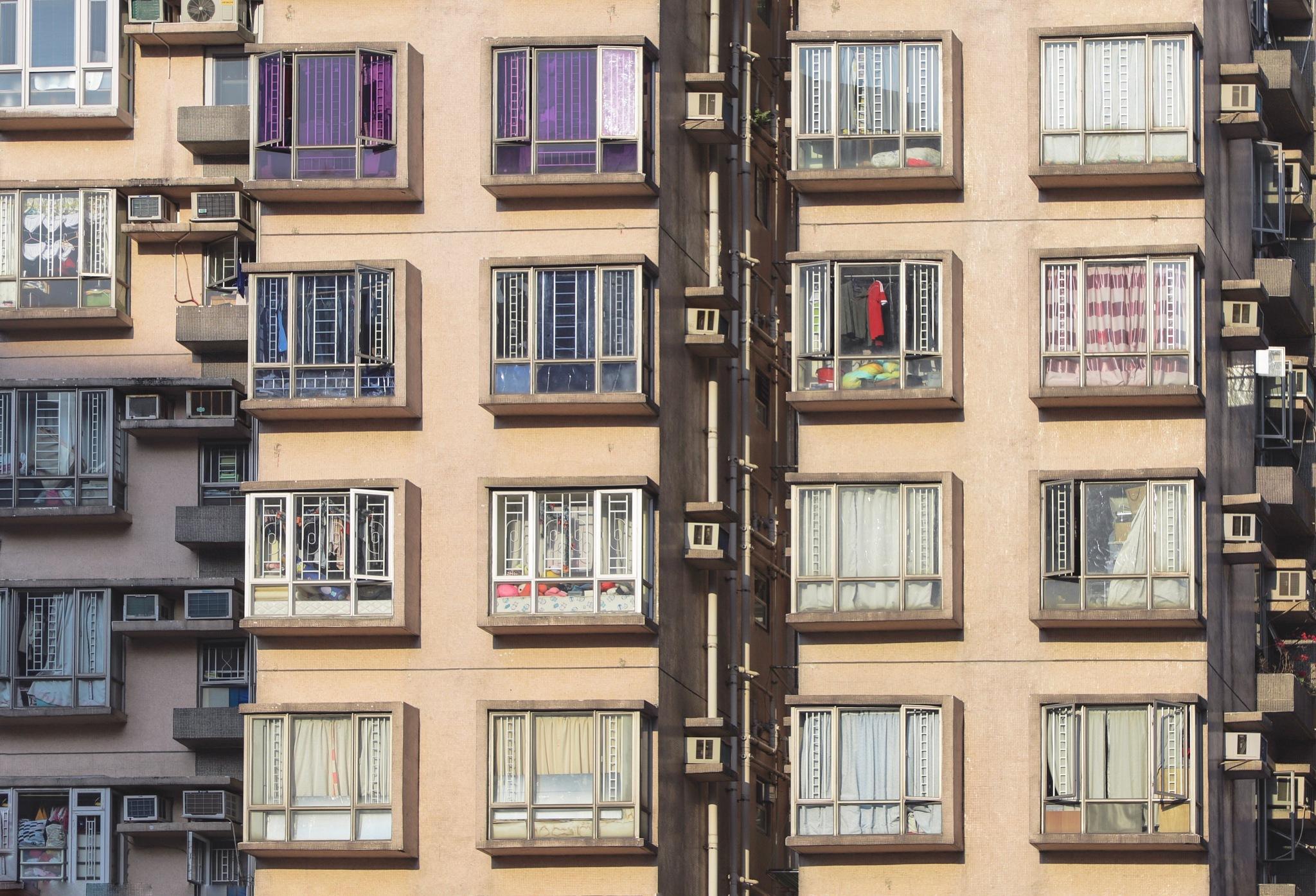 window shopping by Carlo Raineri