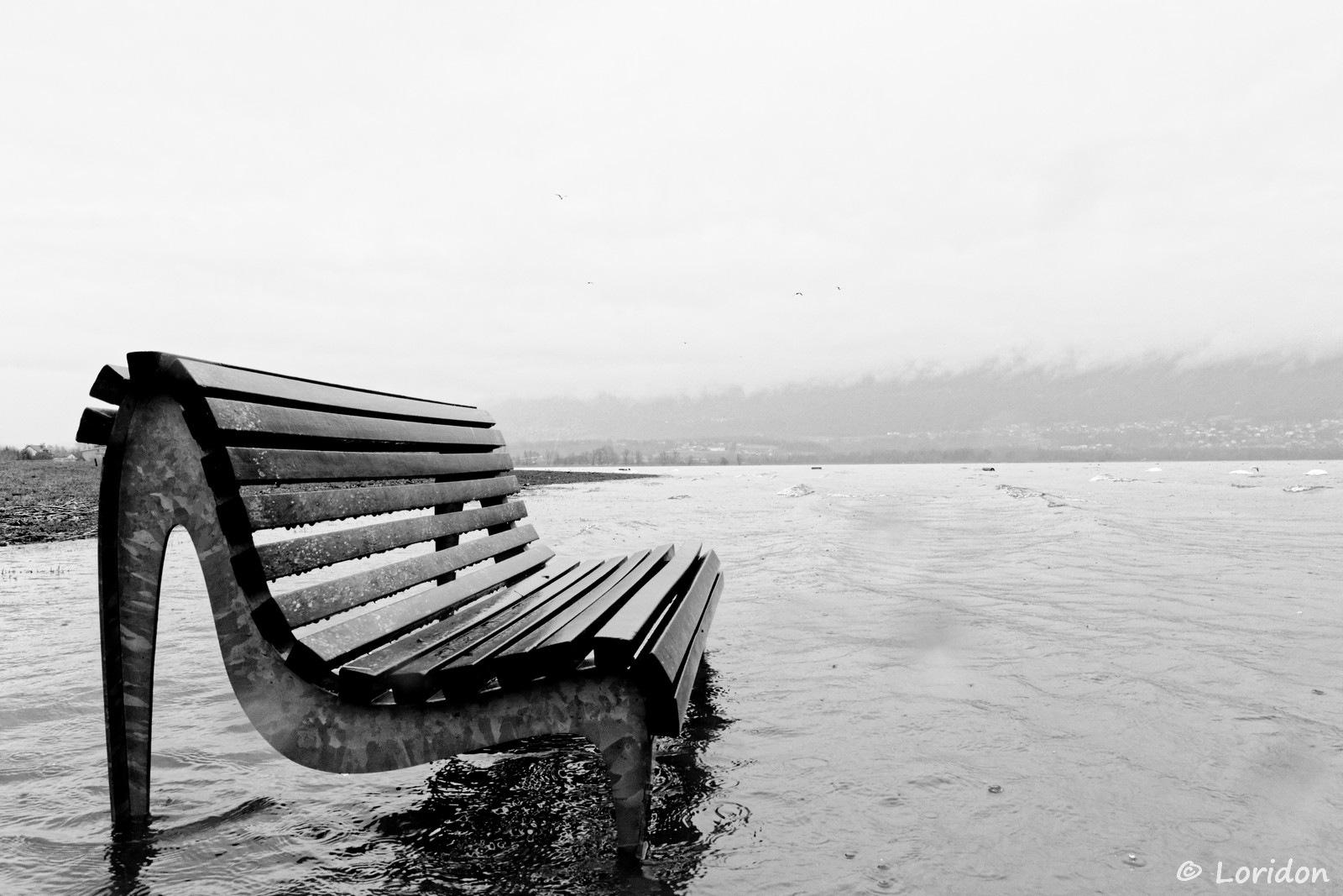 Waterproof bench by eloridon