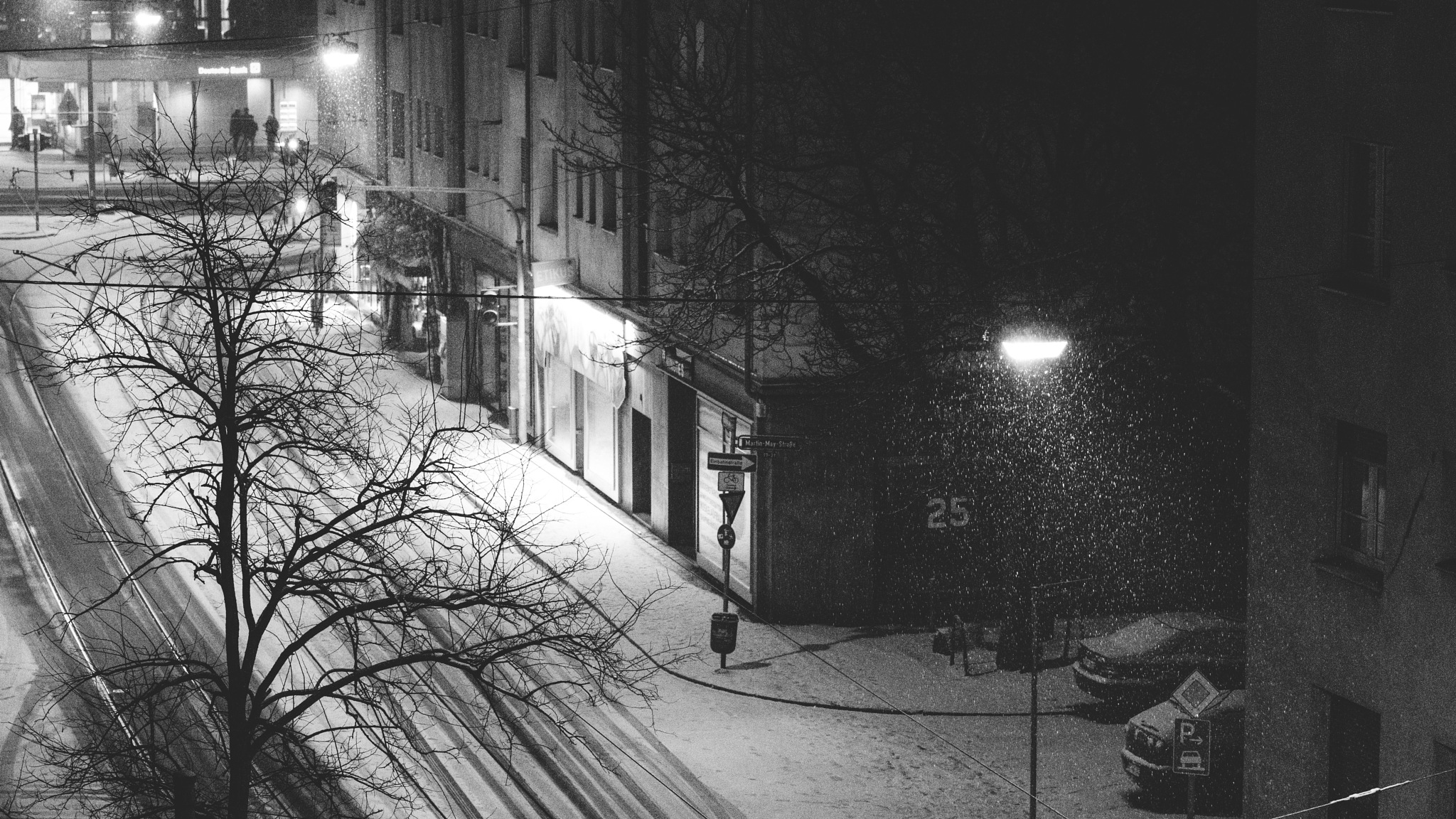 a street view in winter by Stefan Lauterbach