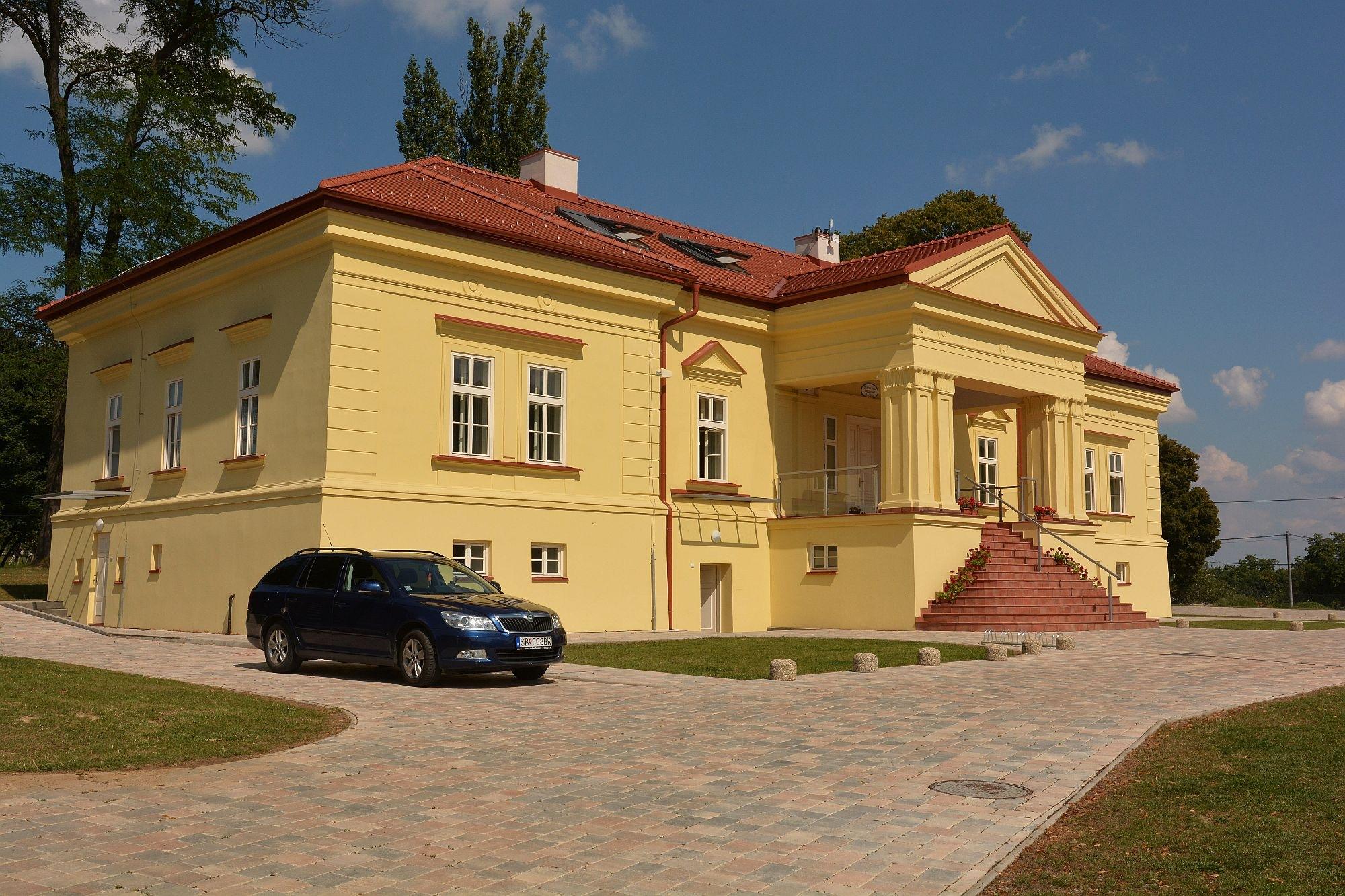 Pechy manor house. (Slovakia) by PHOTOdistrict