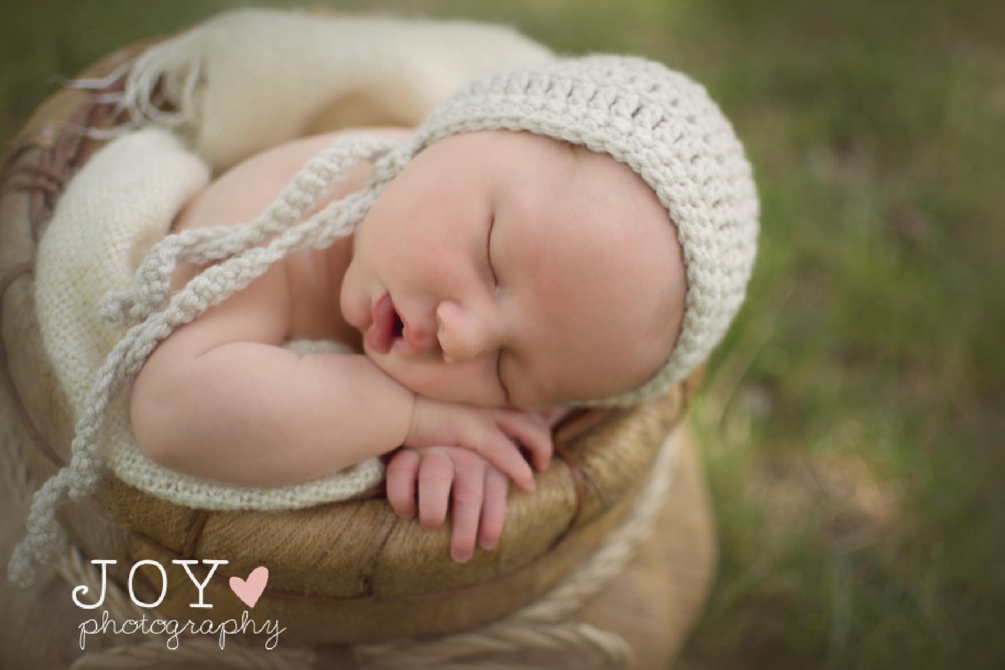 Outdoor Newborn  by Joy Woods