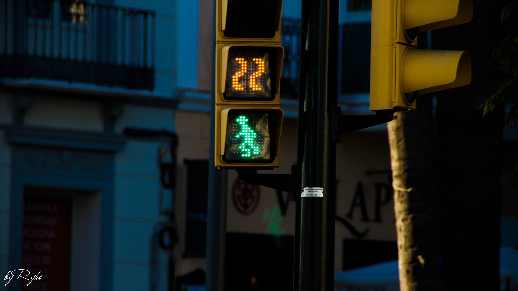 I love these traffic lights in Spain :) by rytiss50