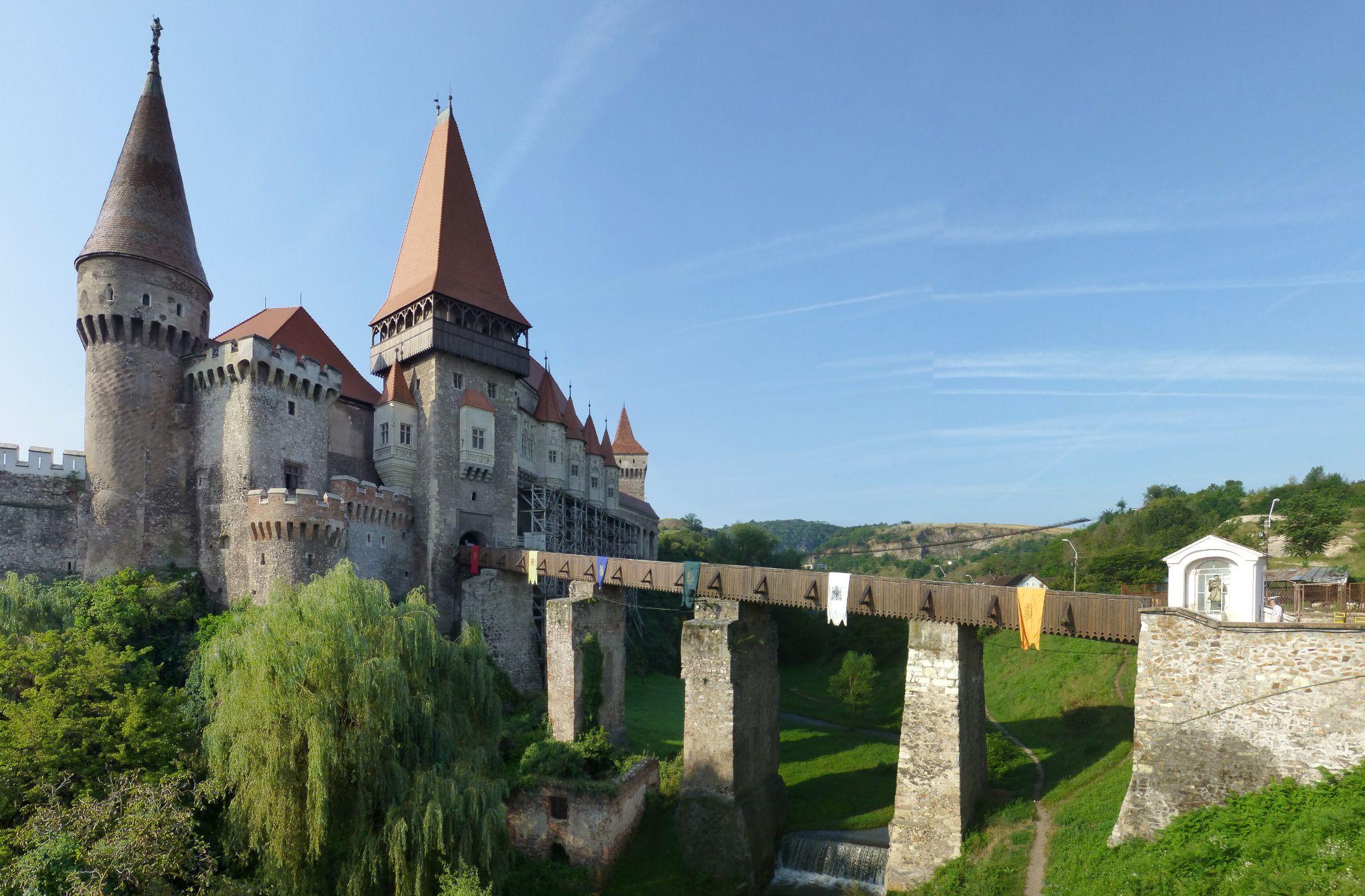 Castelul Huniazilor-Corvinilor by Roumanian