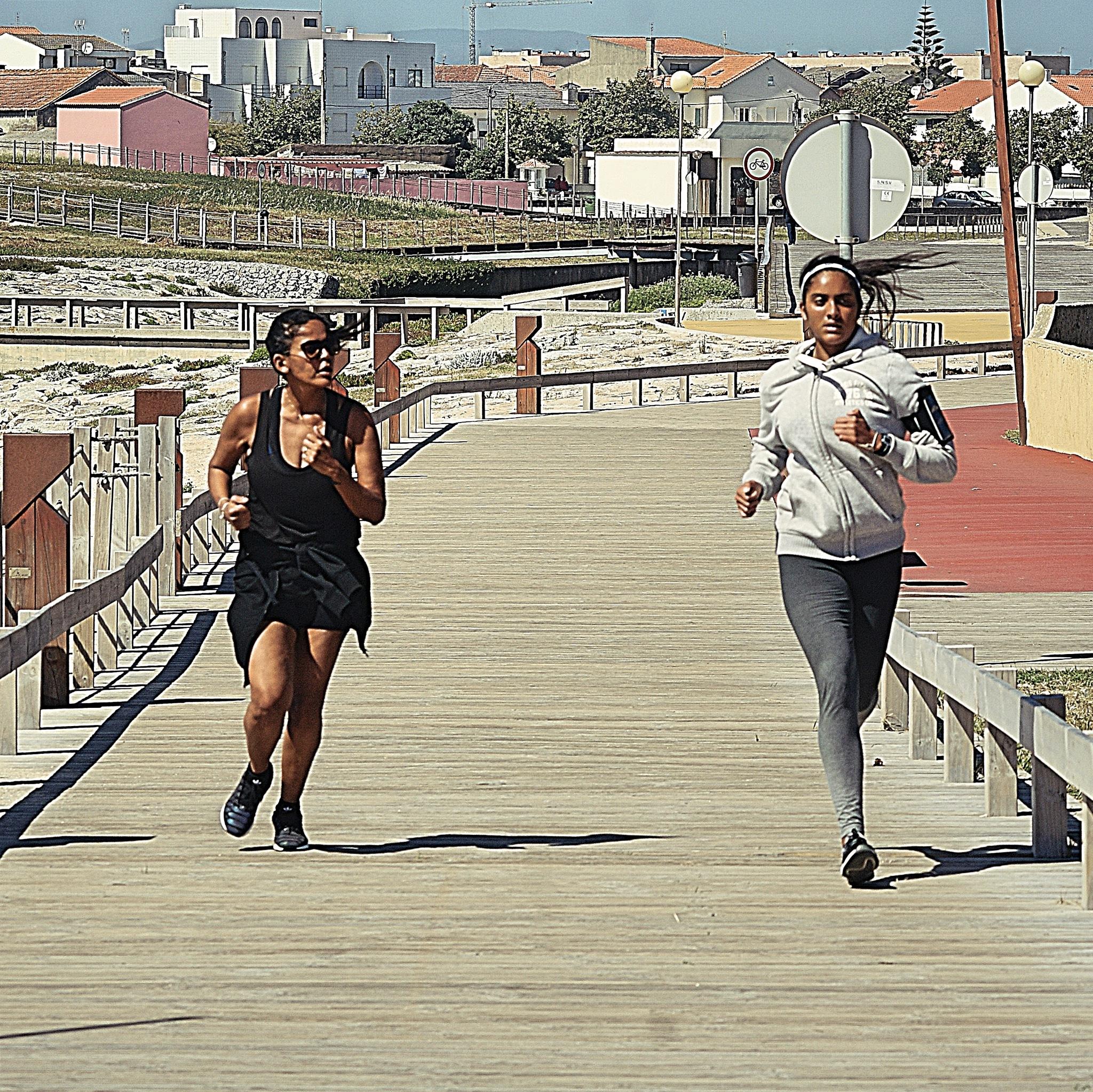 Running  by Hugo Eugenio