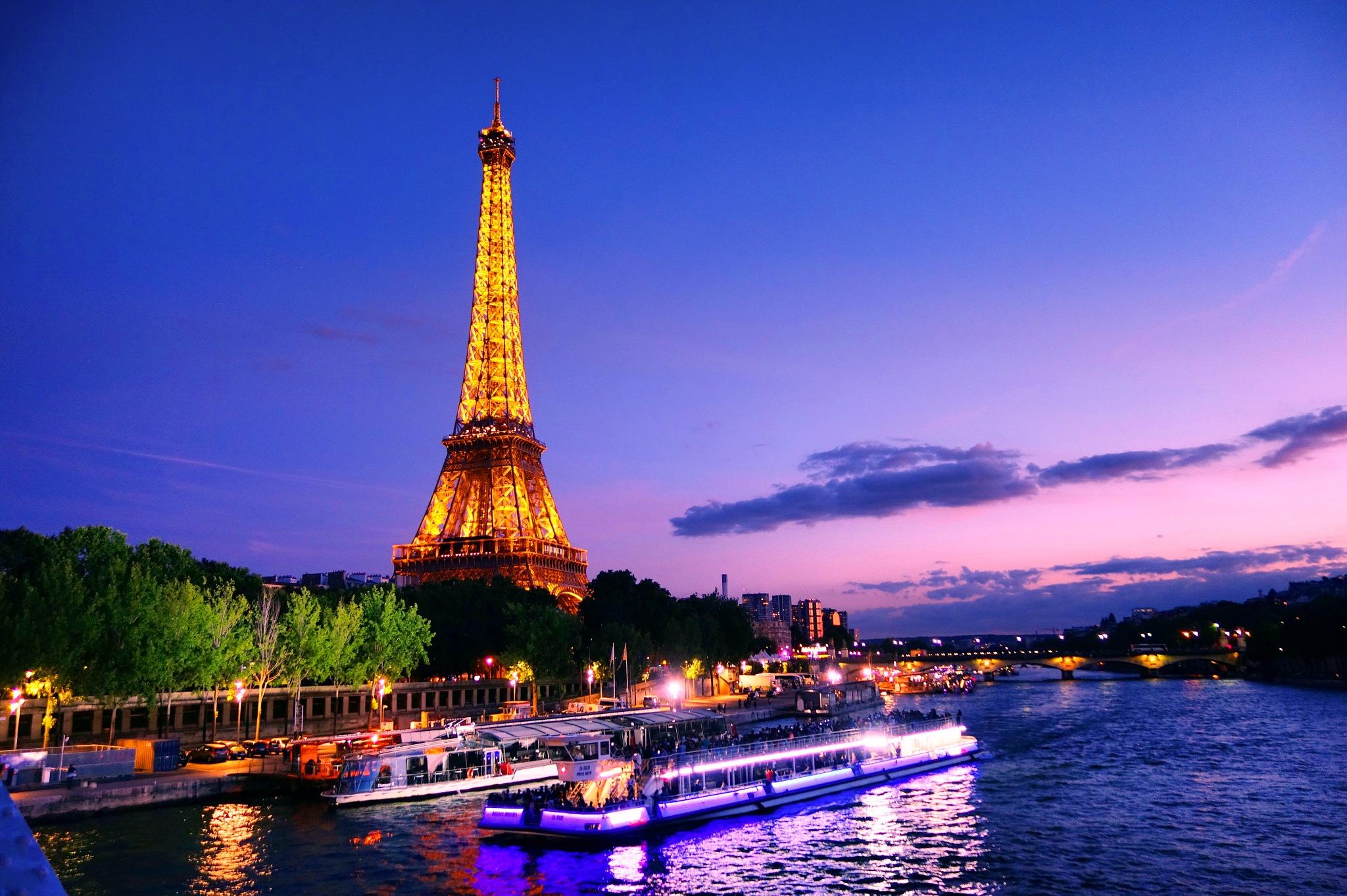 Atardecer en París  by jveraroyo