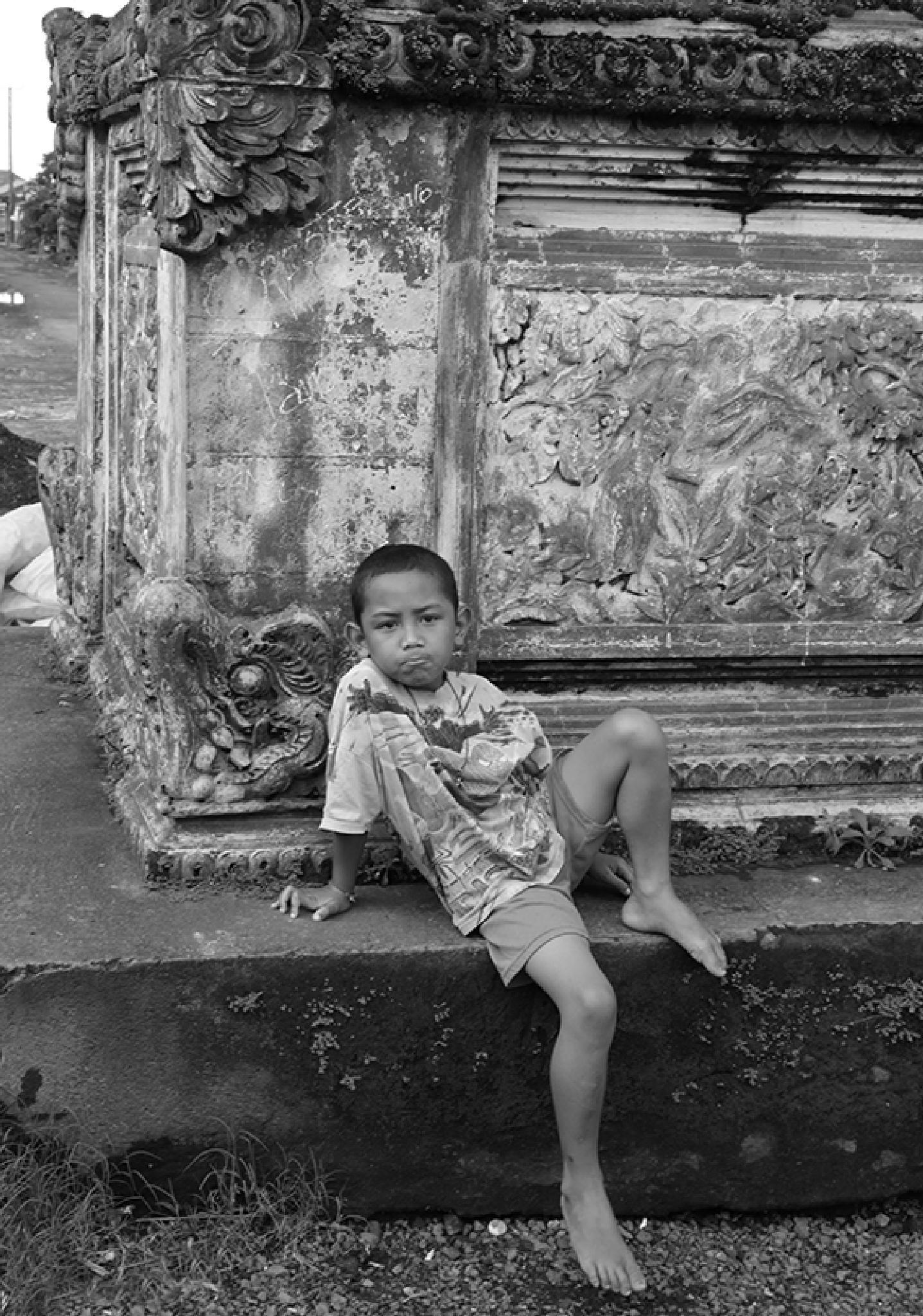 Balinese boy by patricedelmotte