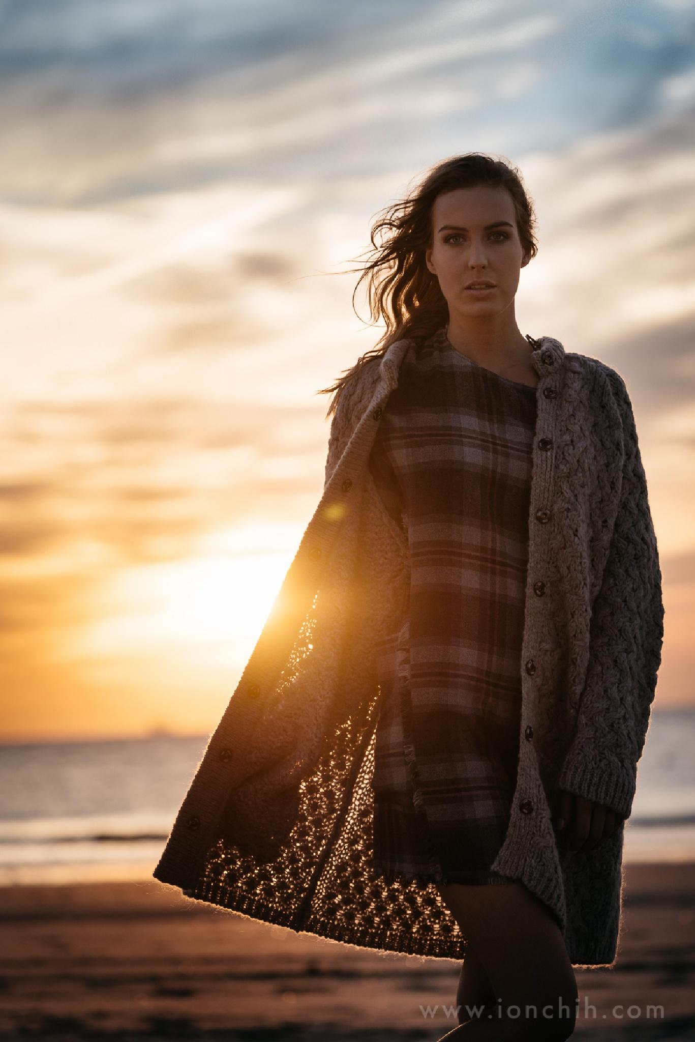 Autumn beach  model: @Simone Hesselmans mua: @Suzy's Place stylist: @Paula de Goffau  by Ion Chih