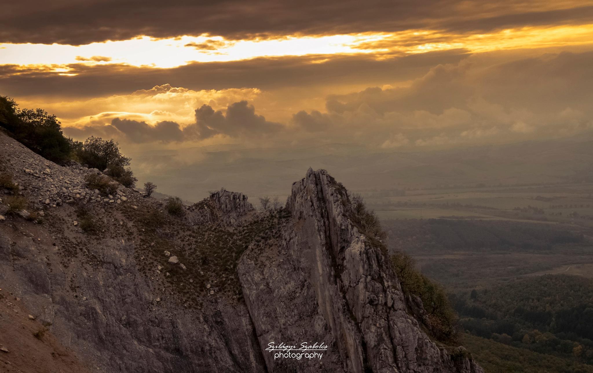 Mountain sunset by Szilágyi Szabolcs
