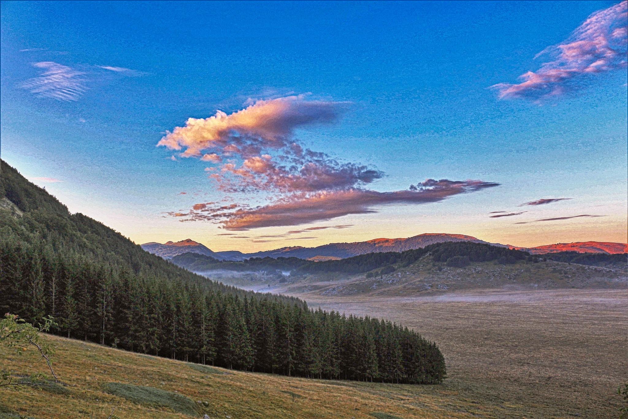 i tenui colori dell'alba a campo imperatore. by mauronepa