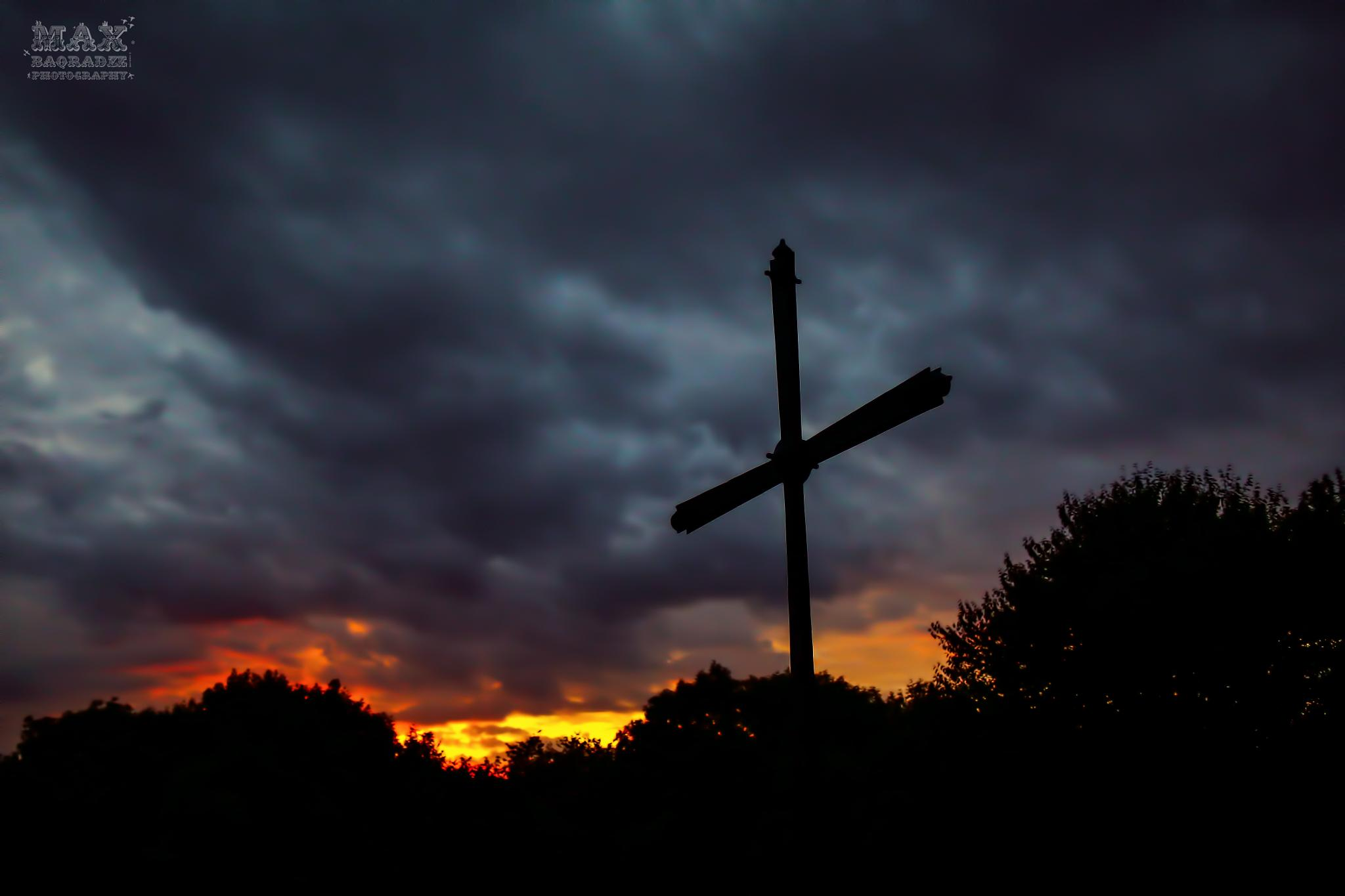 Cross by Maxime Baqradze