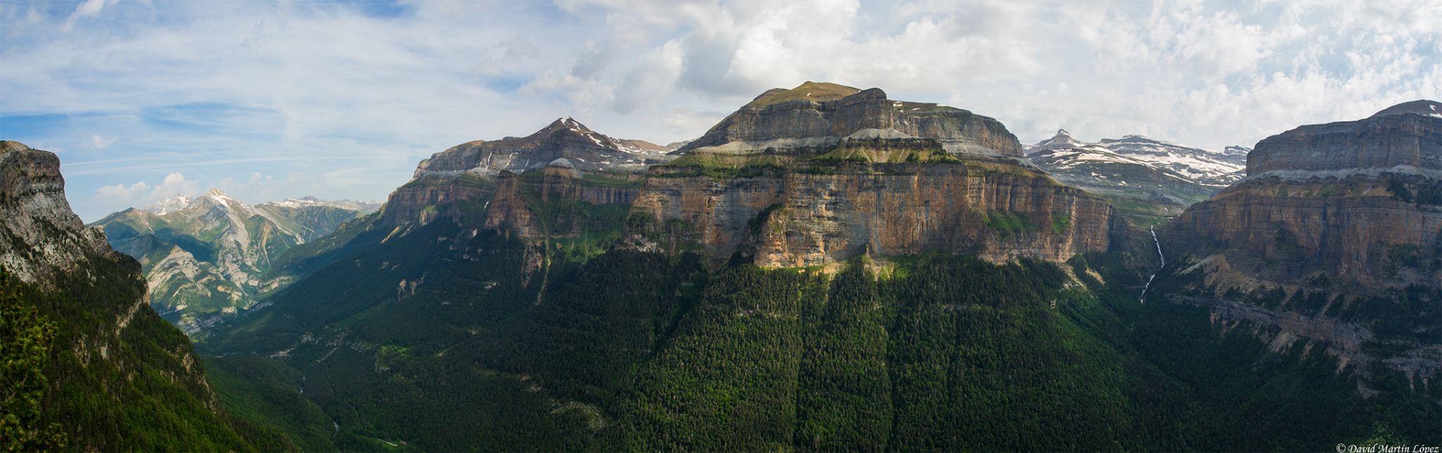 Ordesa's mountains by davidmartinlopez