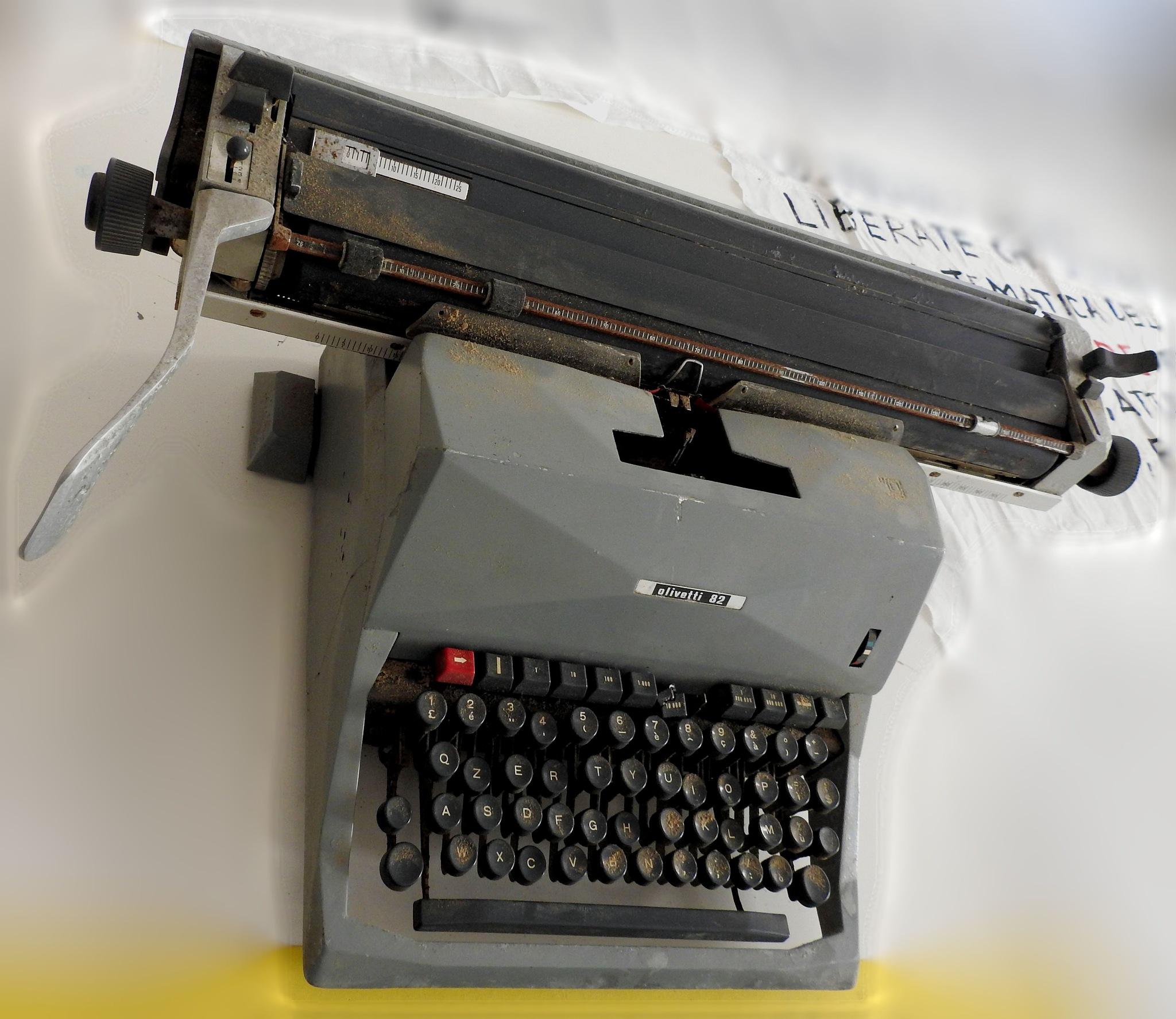 Olivetti 82 - Italian Typewriter by Delirium Tremends 62