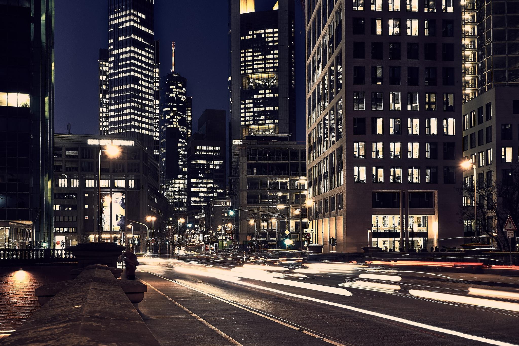 Frankfurt never sleeps by Dirk Weitzel