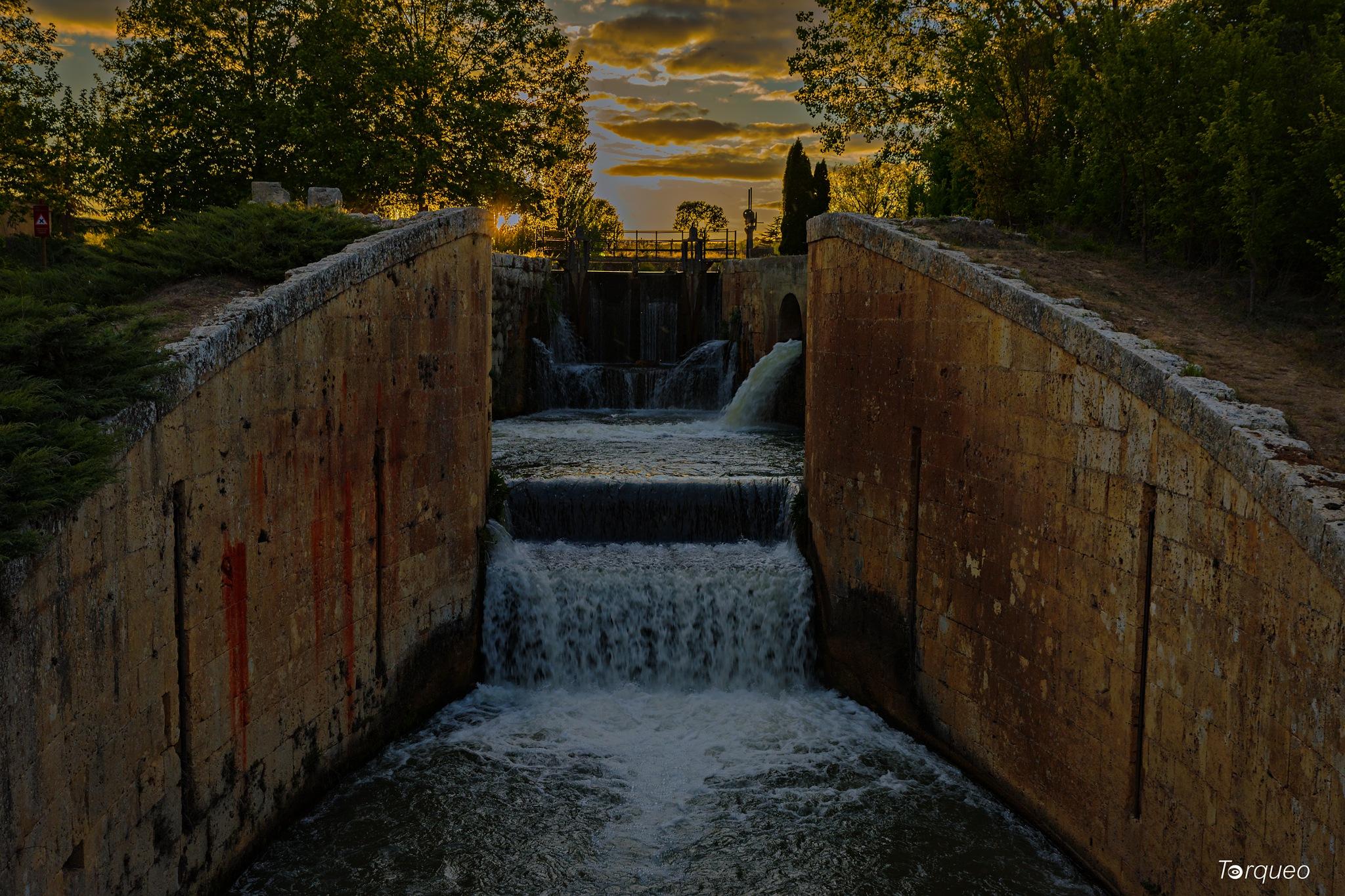 Palencia, Canal de Castilla: Esclusas 31 &32 cerca de Viñalta by Torqueo