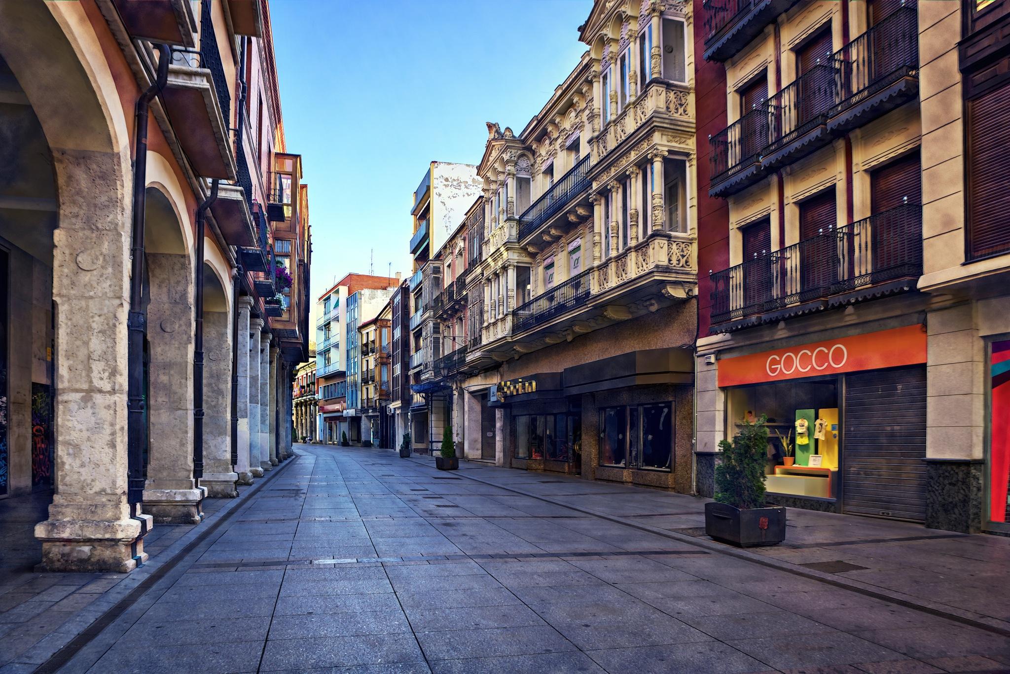 Calle Mayor, modernist houses by Torqueo