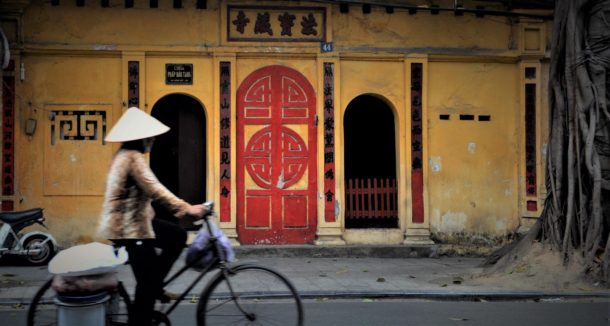 Hanoi, Vietnam by Cedric Serni
