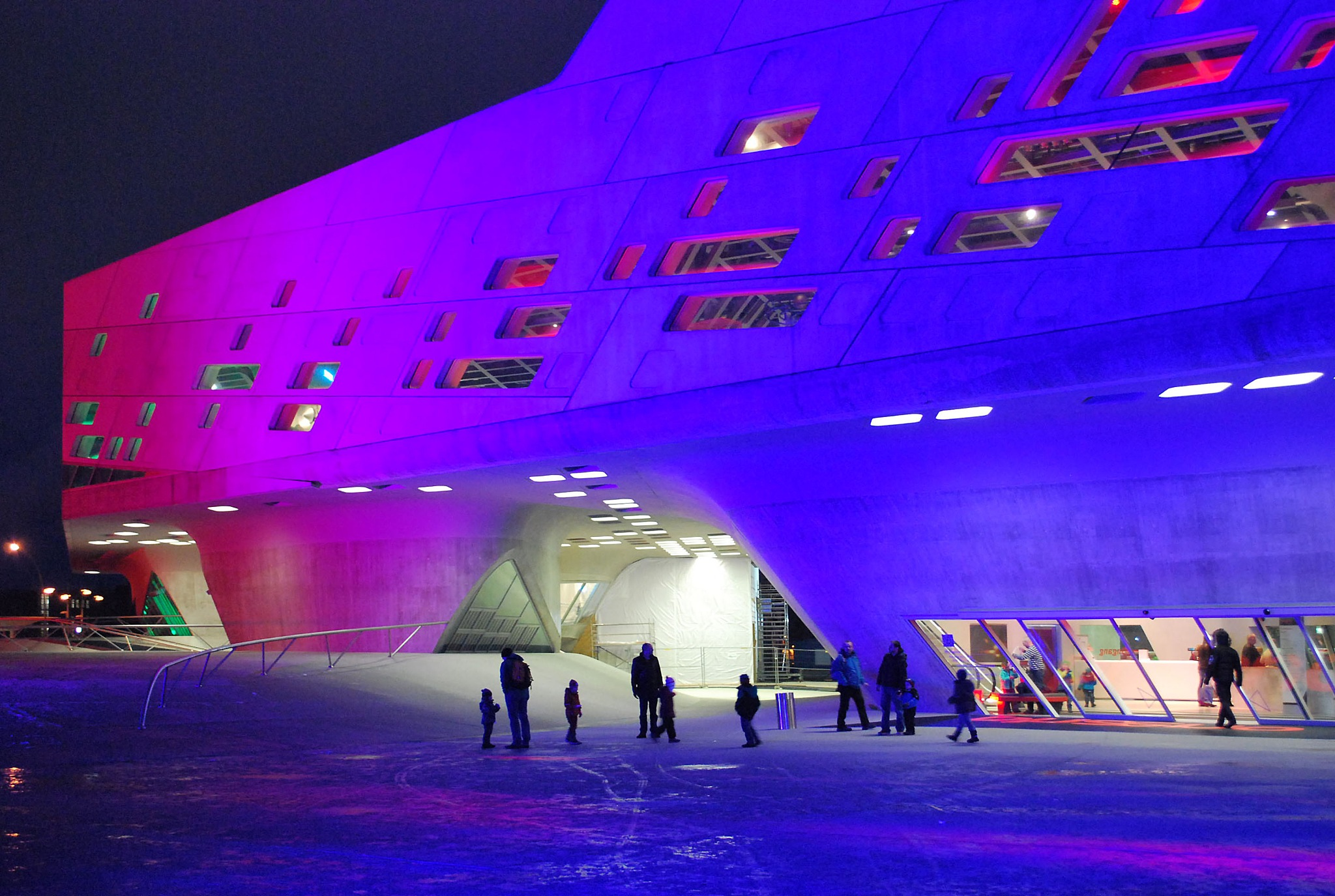 The nighttime colors of the Phaeno Center by liwesta